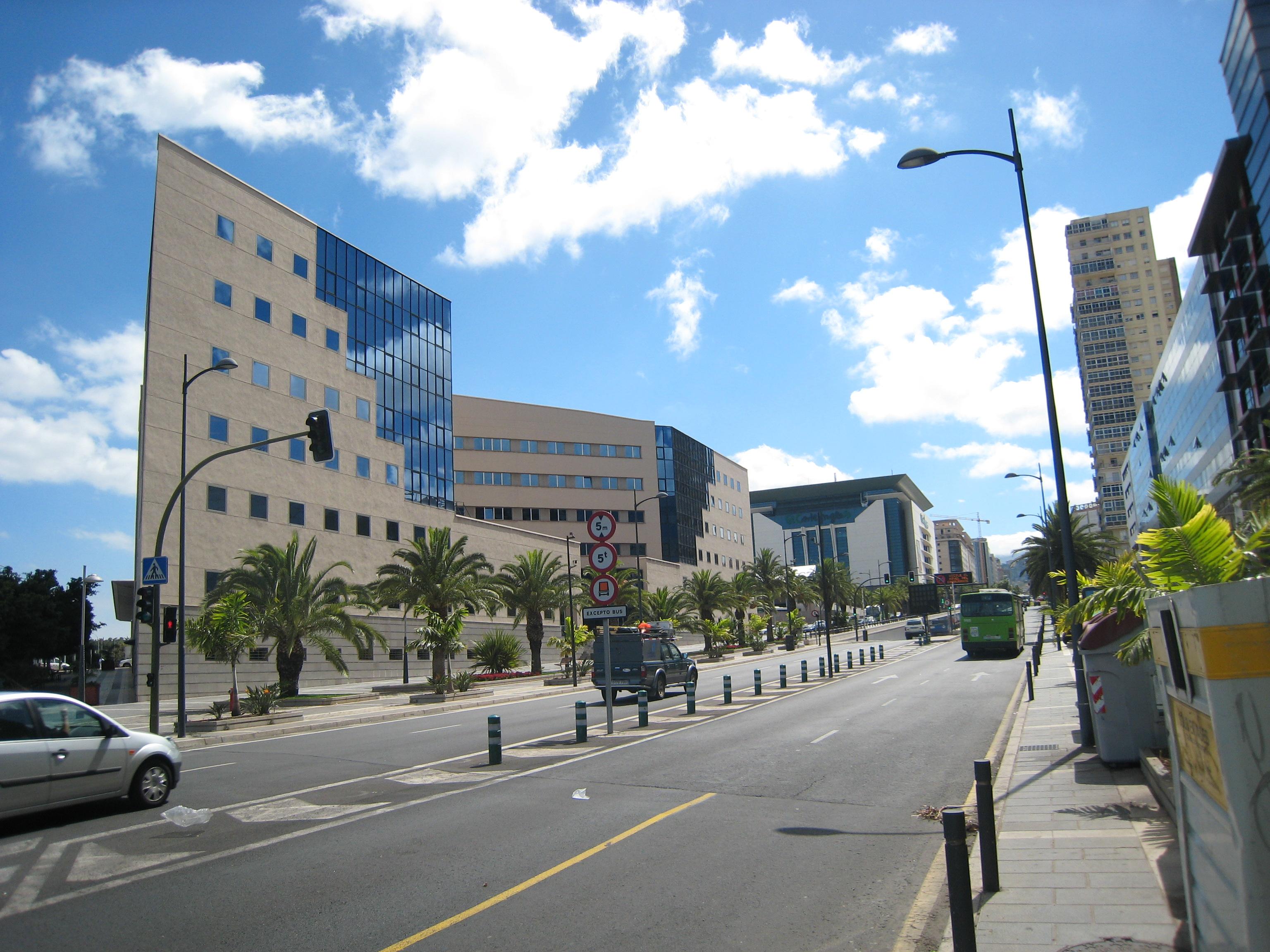 File Avenida Tres De Mayo Sta Cruz Jpg Wikimedia Commons