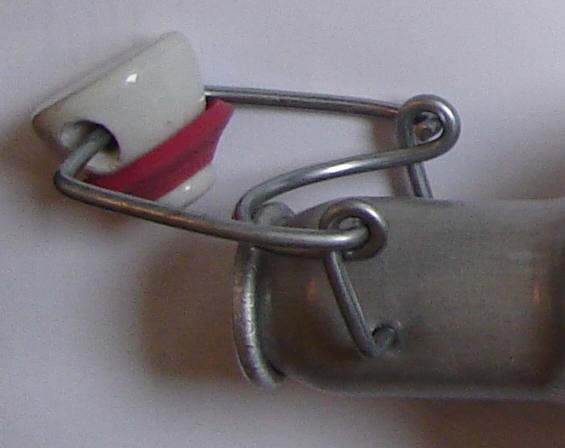 File:Bügelflaschen swingtop mechanism closeup.jpg