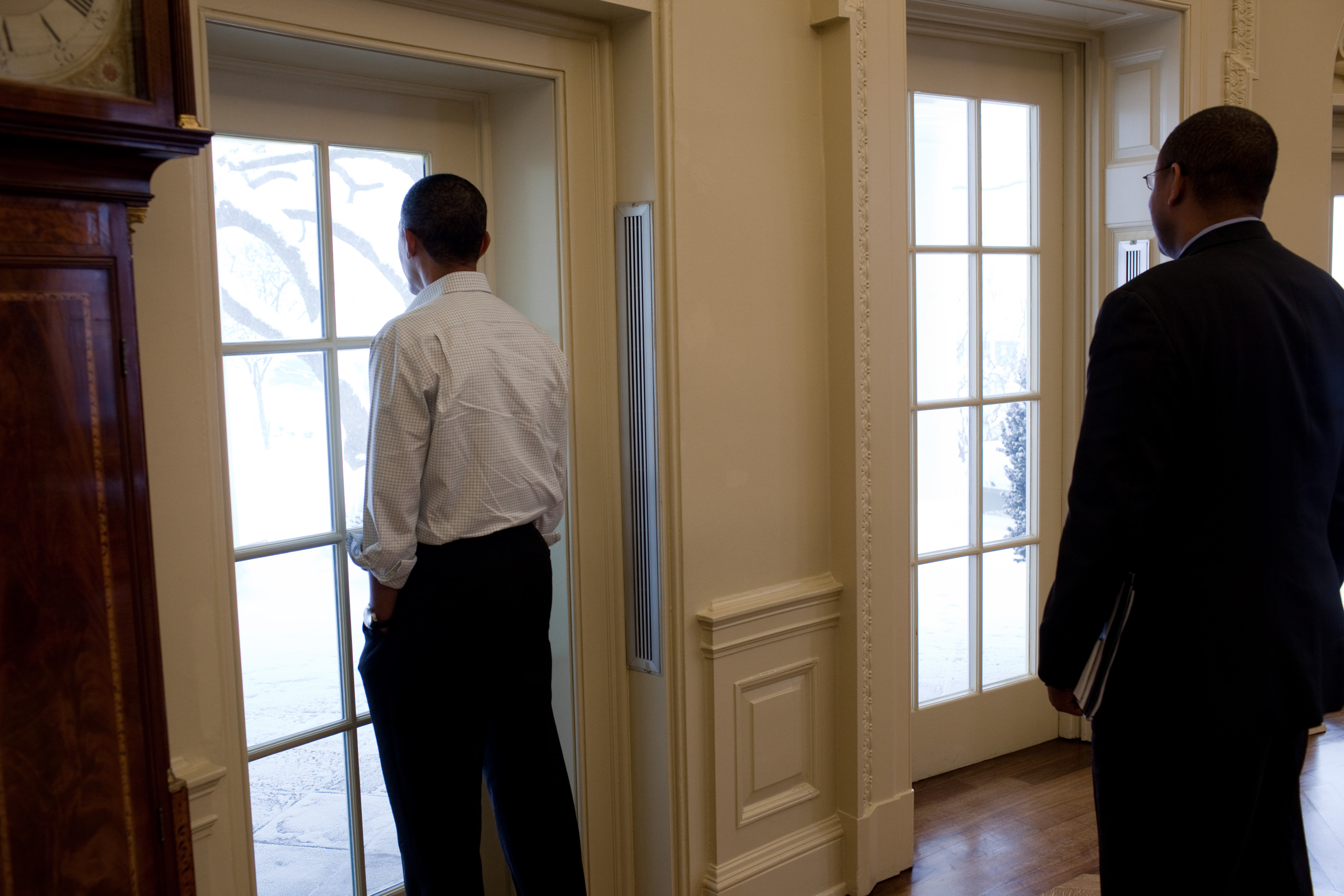 File:Barack Obama looks out over the snow covered Rose Garden of the ...