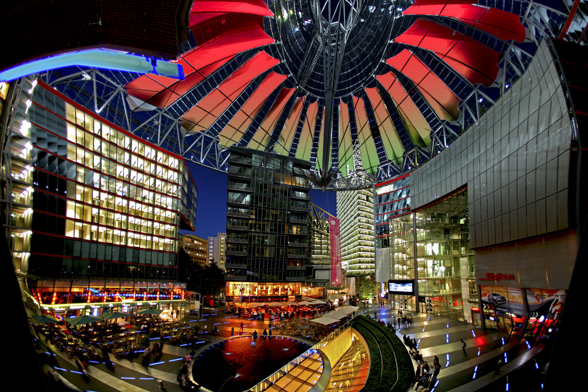 Das Sony Center am Potsdamer Platz in Tiergarten