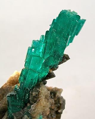File:Beryl-Calcite-07edd26bcb.jpg