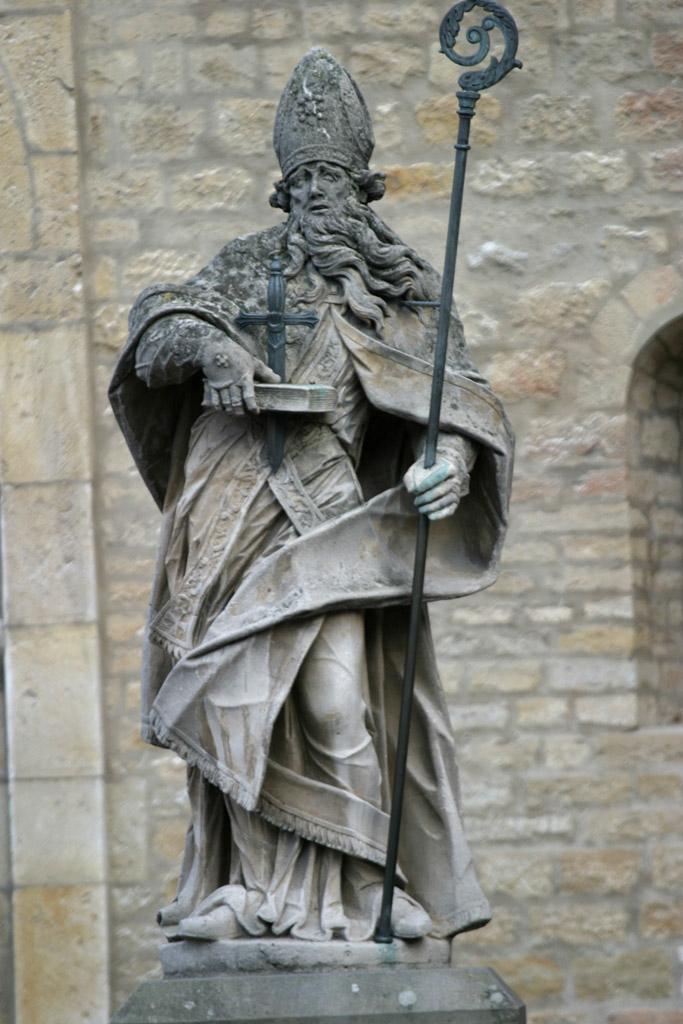 Den hellige Bonifatius, statue foran domkirken i Mainz