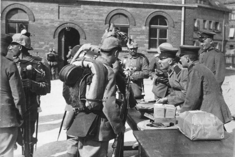 Erste Soldauszahlung nach der Mobilmachung, Berlin, 1914
