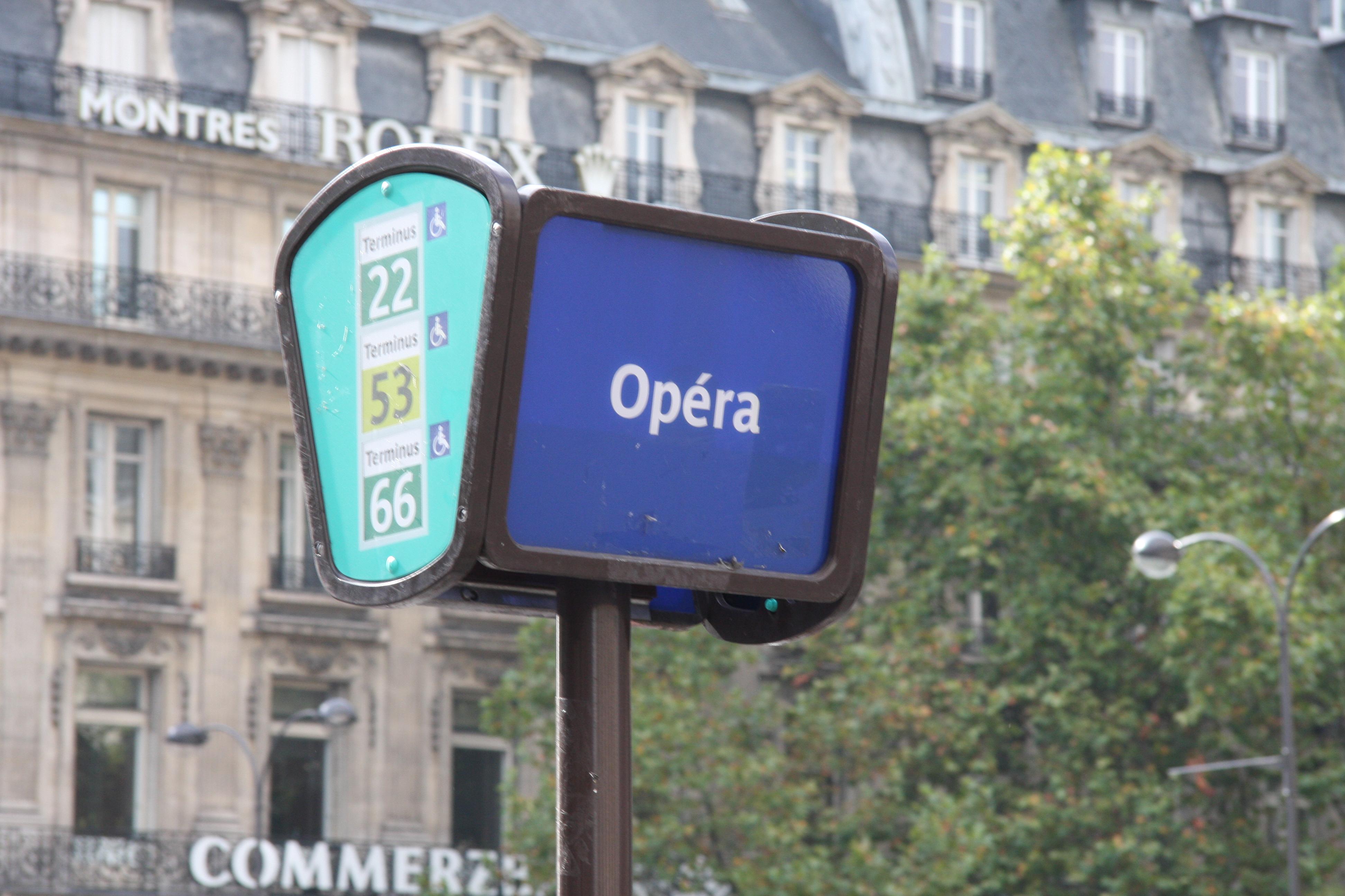 Bus_stop,_Place_de_lOp%C3%A9ra,_Paris_2009 dans !! La SEP au quotidien !!