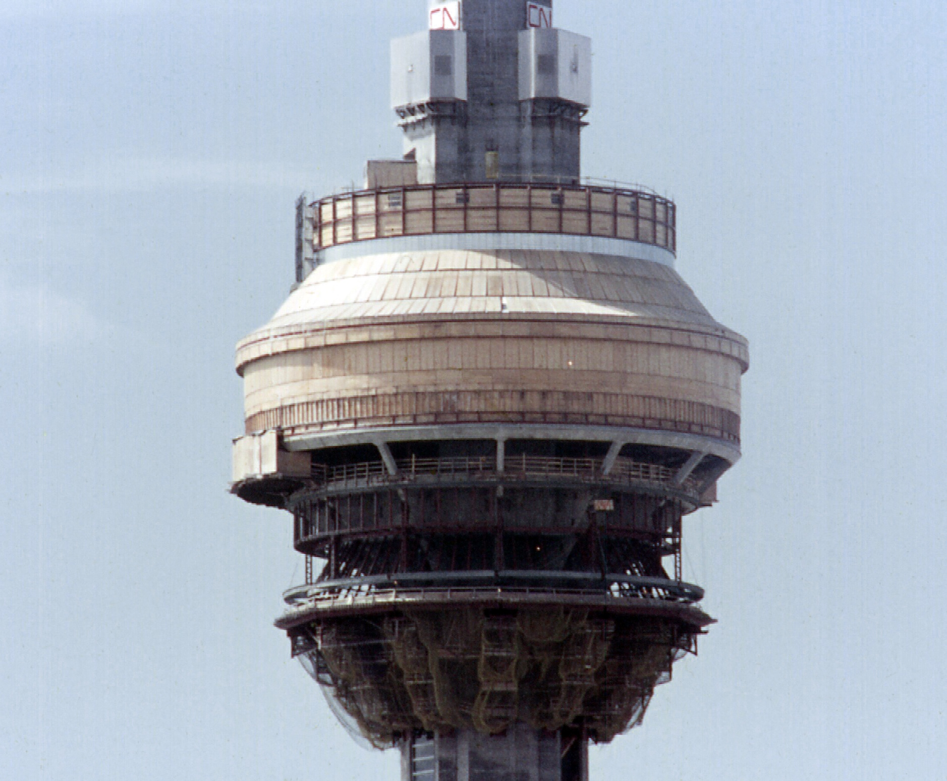 CN_Tower_under_construction_%28April_197