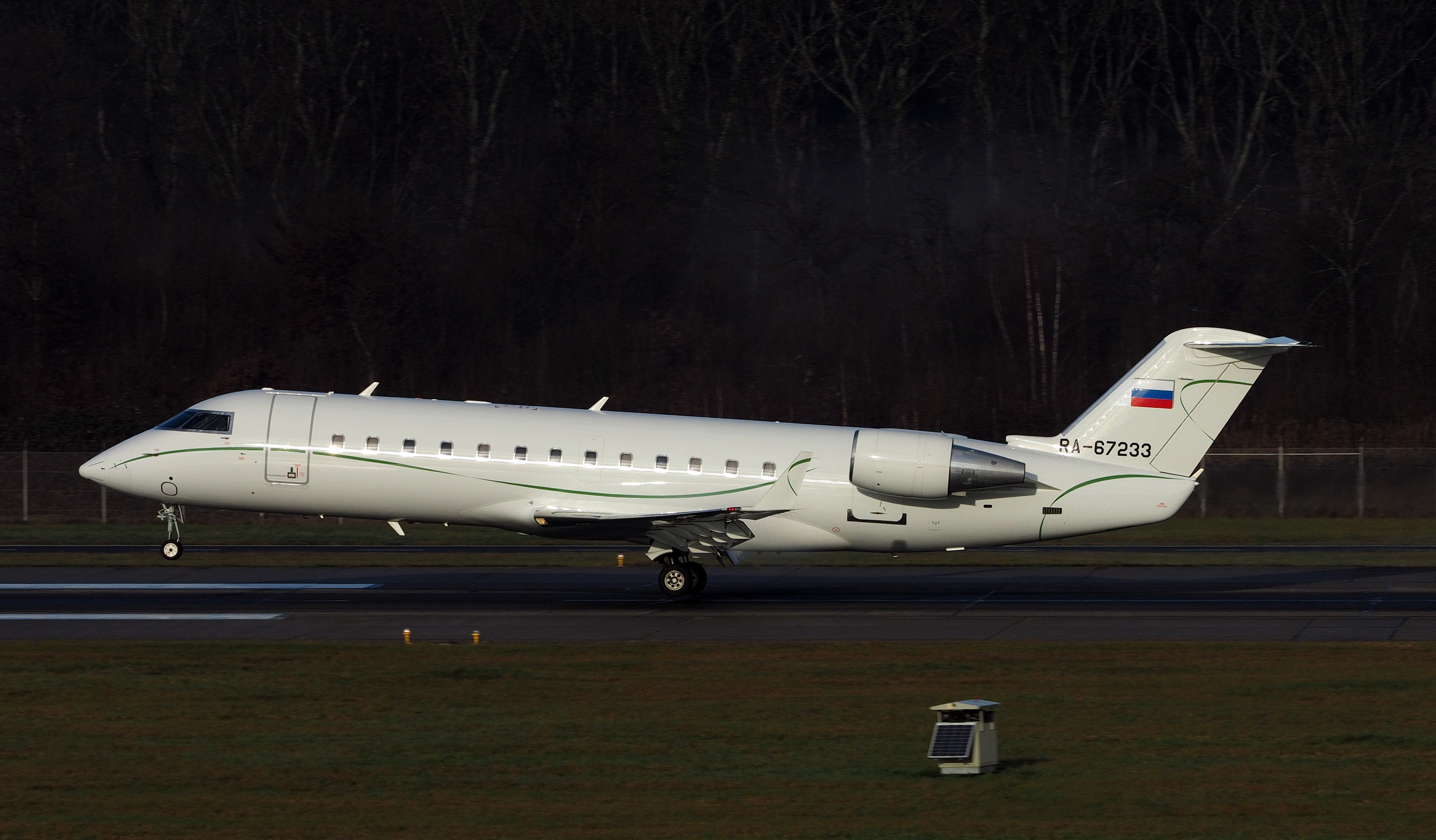 File:Canadair CL-600-2B19 Challenger 850 RA-67233 (15999475407)