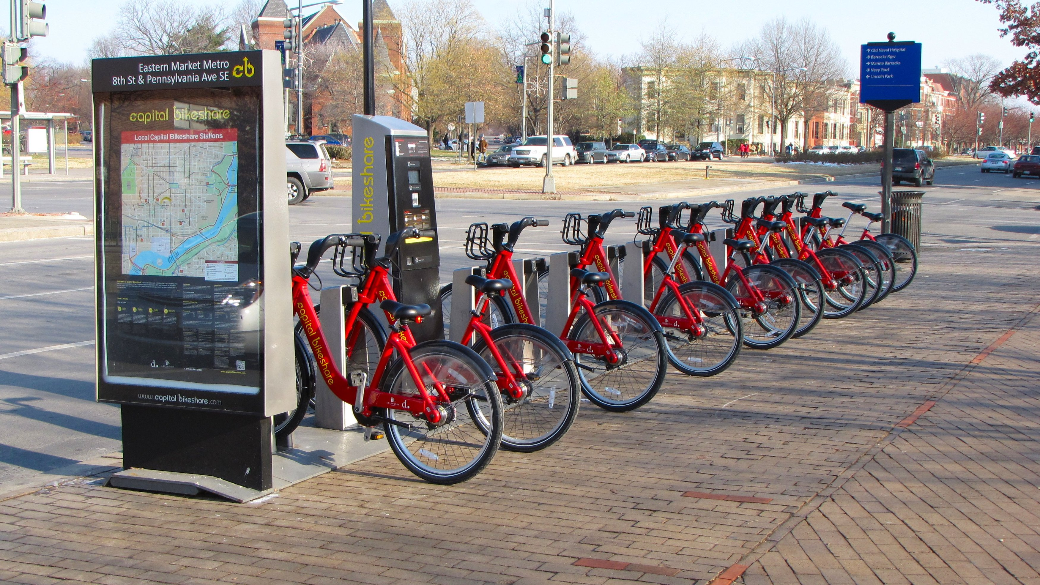 https://upload.wikimedia.org/wikipedia/commons/5/54/Capital_Bikeshare_station_outside_Eastern_Market_Metro.jpg