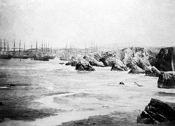 Archivo:Carguio de guano en las islas Chincha..jpg