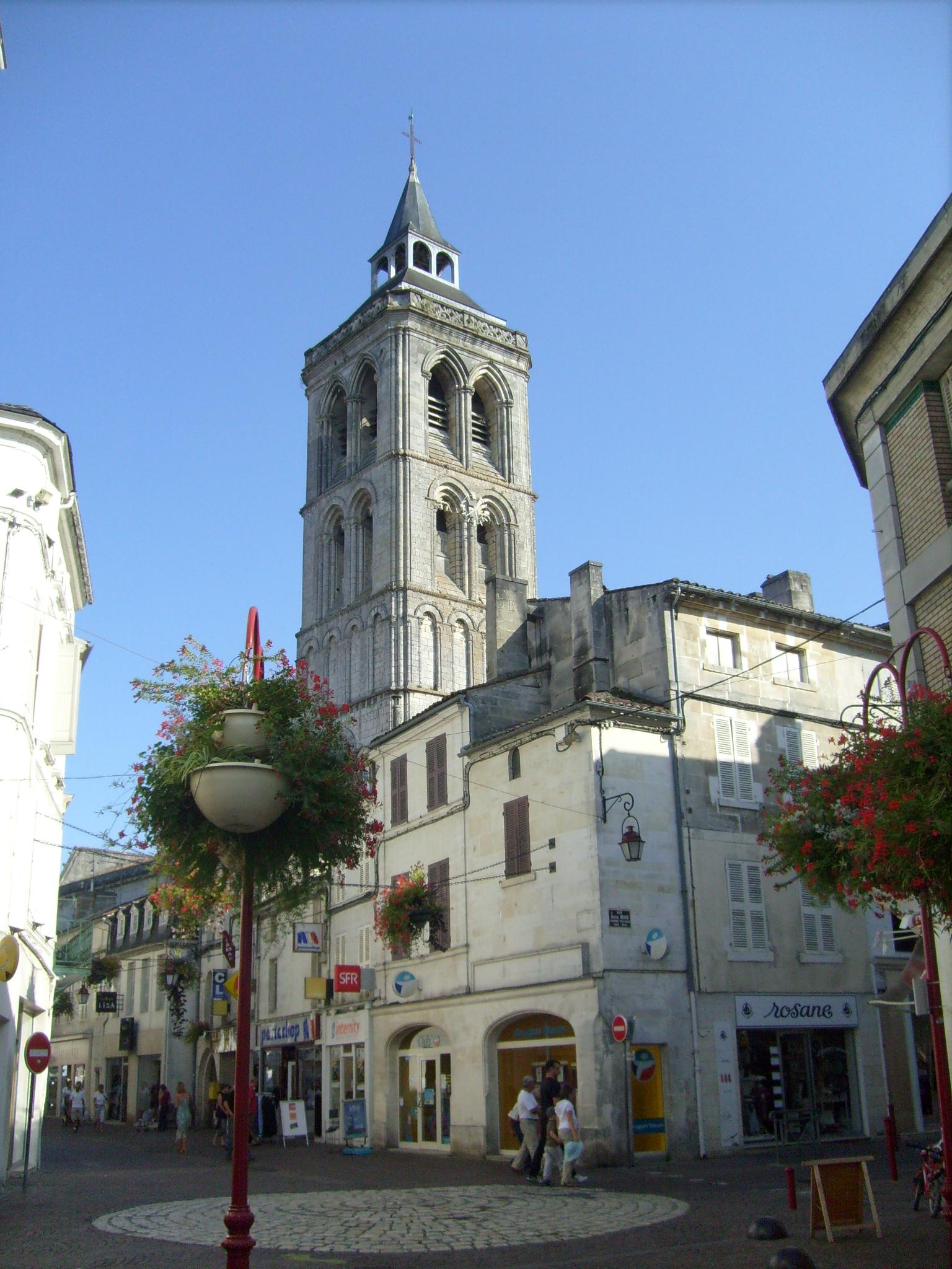 File centre ville de for Piscine d eau cognac