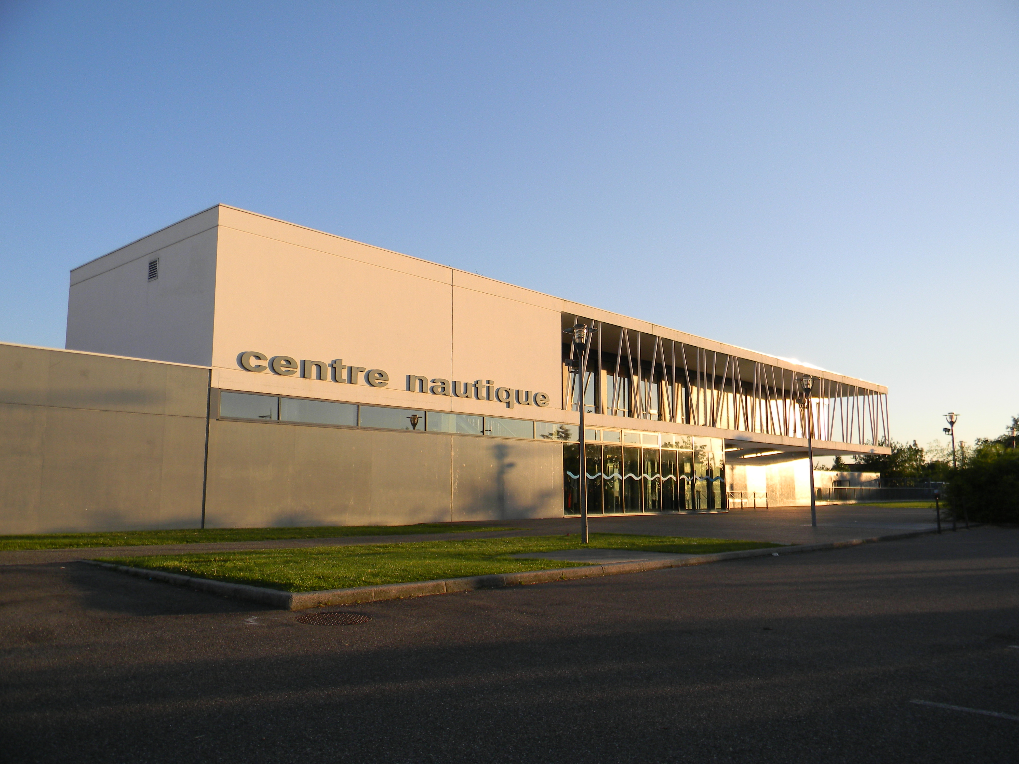 Fichier centre nautique d cines jpg wikip dia for Piscine mornant