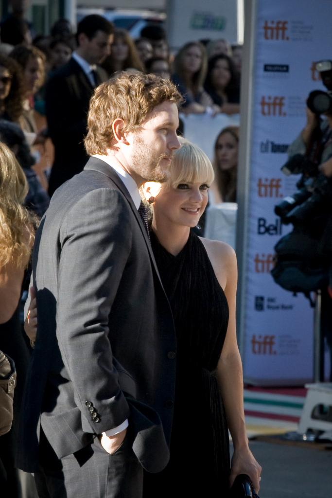 Chris Pratt and Anna Faris.jpg