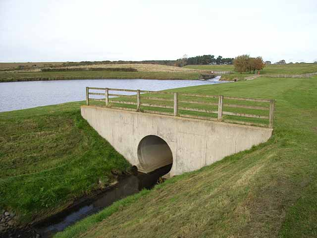 Culvert at Whittle Dene Reservoirs - geograph.org.uk - 1027782
