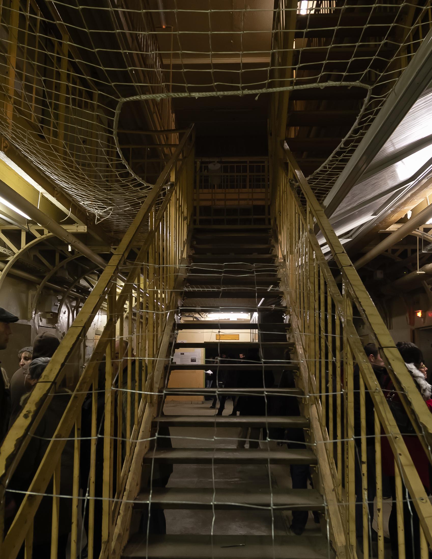 file escalier menant aux galeries de la prison jacques cartier rennes wikimedia. Black Bedroom Furniture Sets. Home Design Ideas