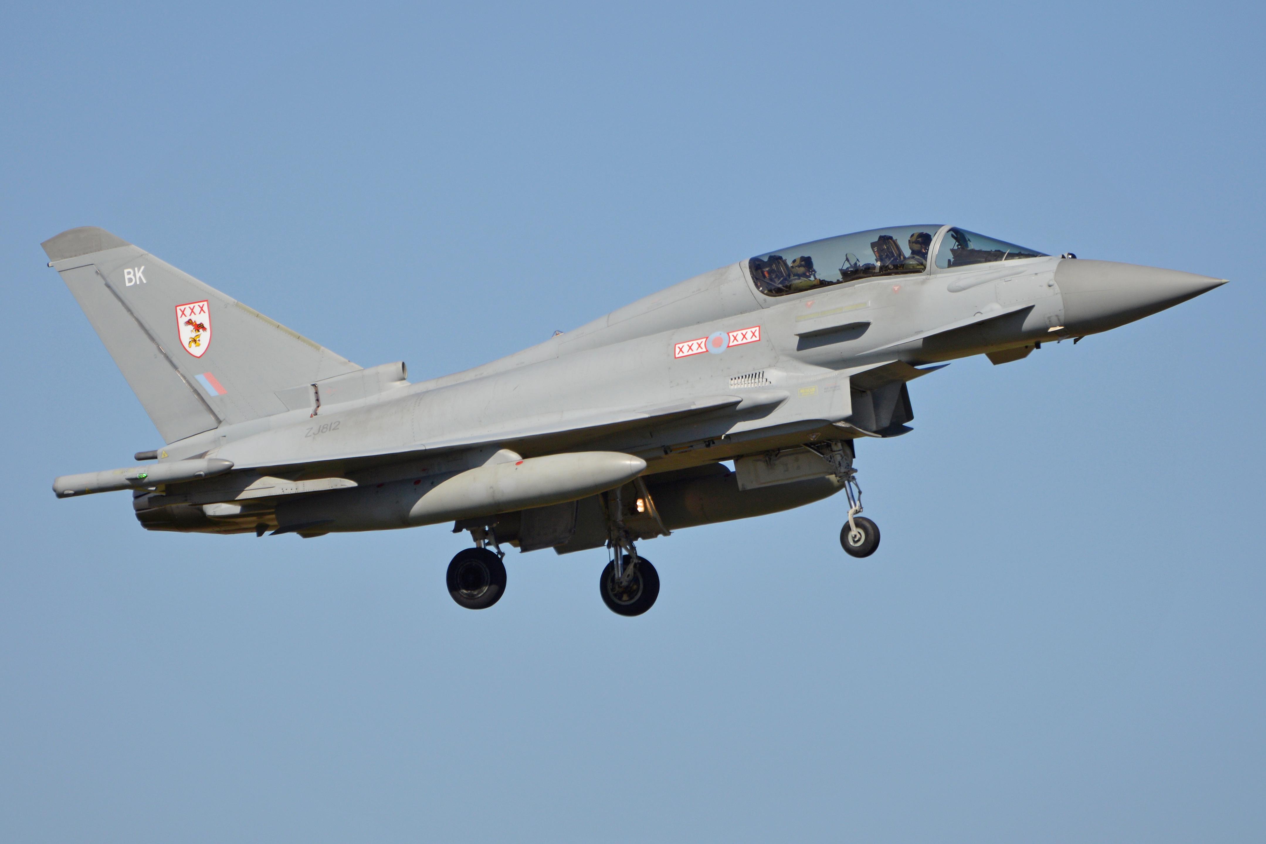 File:Eurofighter Typhoon T.3 'ZJ812 - BK' (30750434796).jpg - Wikimedia Commons