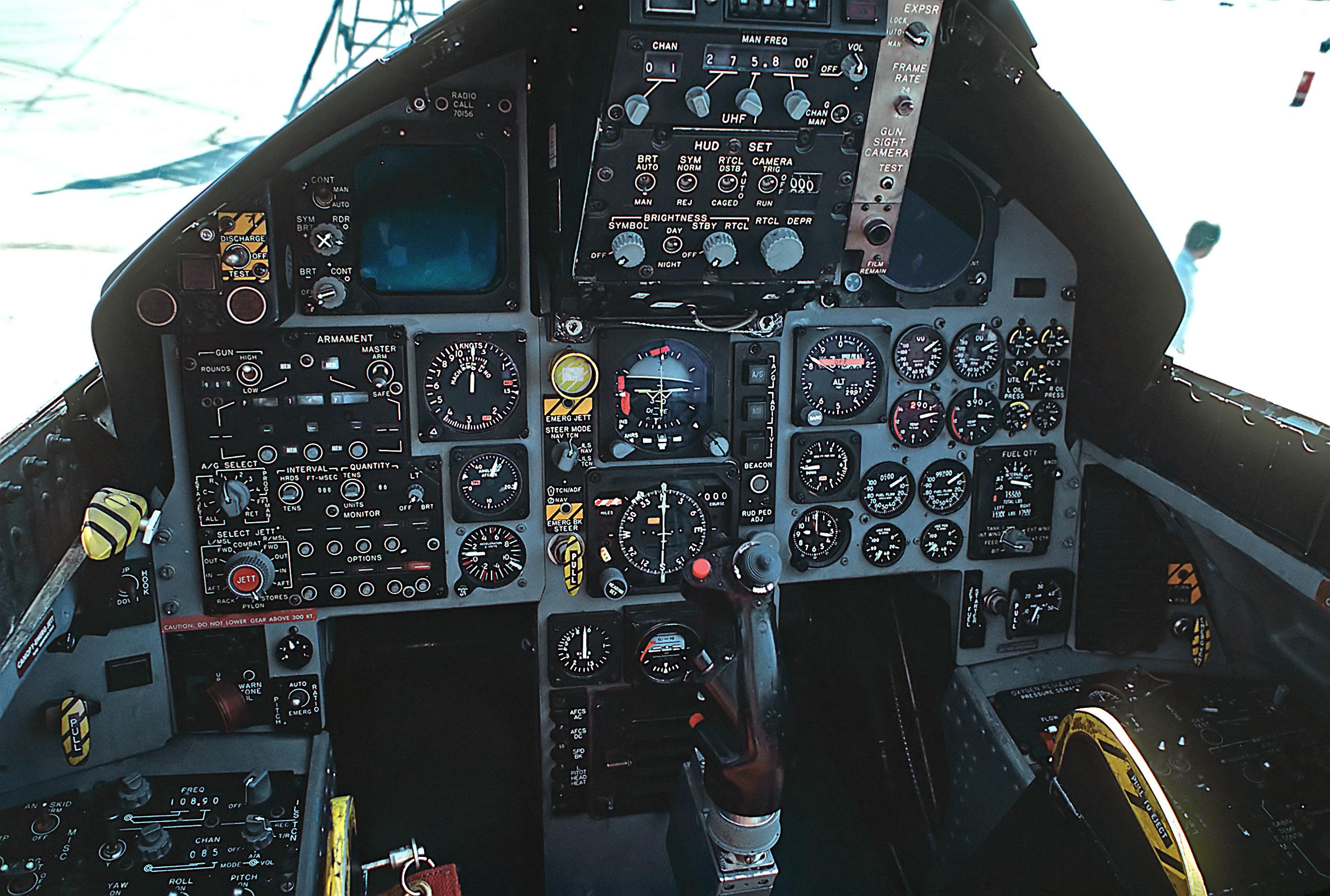 Description F-1... F 15 Cockpit