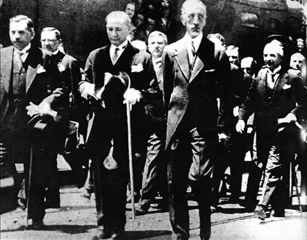 Faisal I of Iraq and Mustafa Kemal Ankara Depot on 1931.jpg