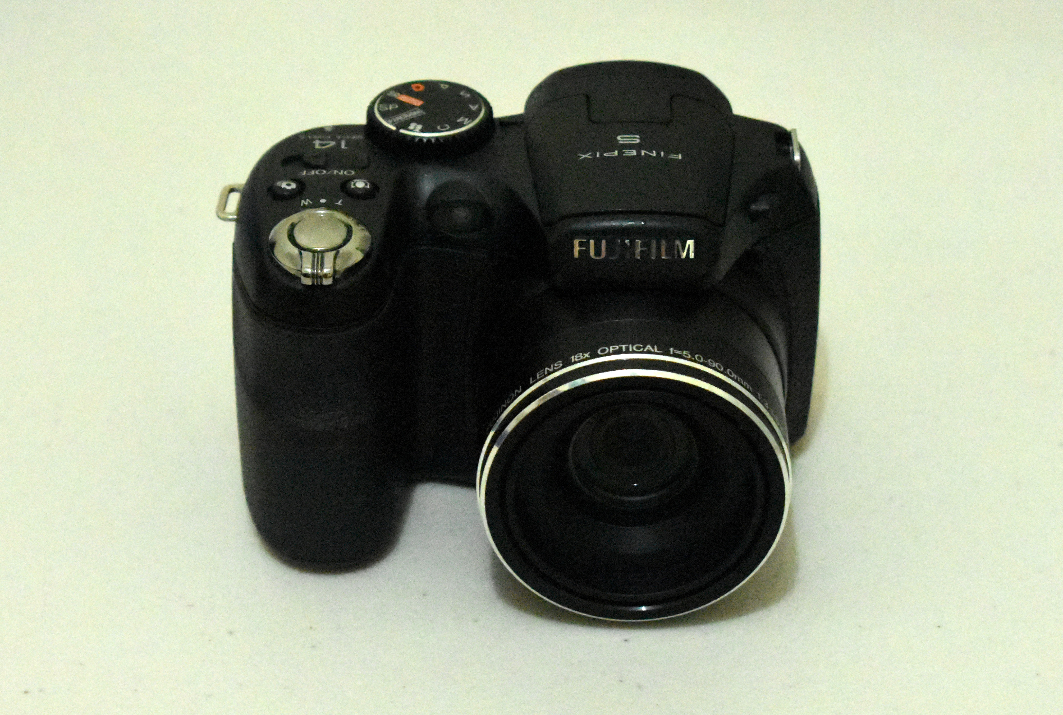 File:Fujifilm FinePix S2950.jpg