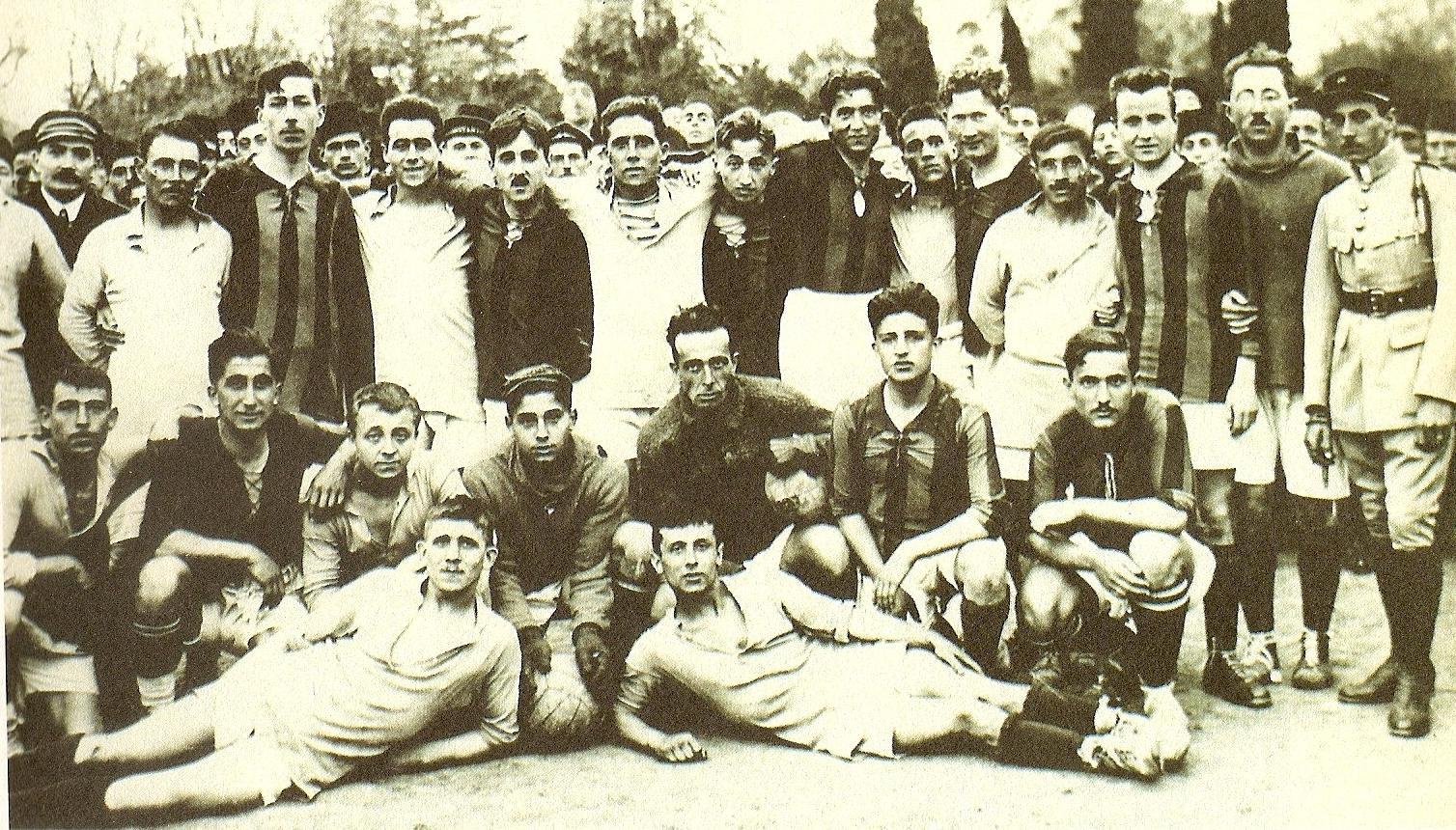 File:Galatasaray SK 1925-1926.jpg