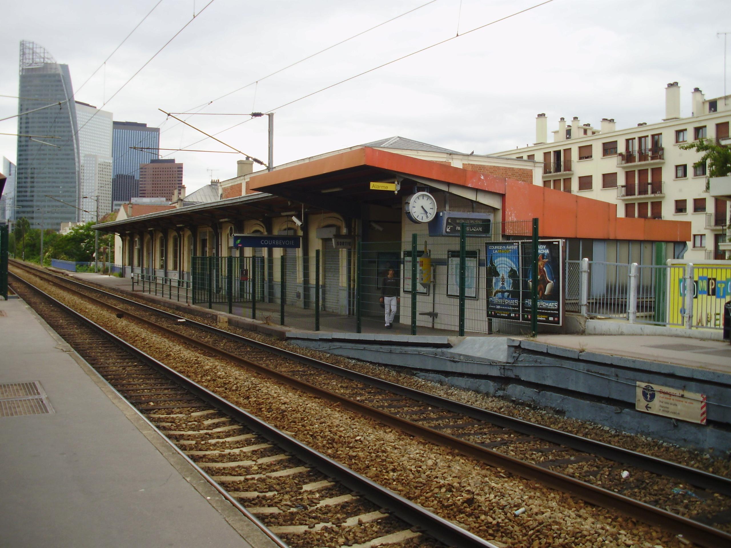 Gare courbevoie for Piscine courbevoie