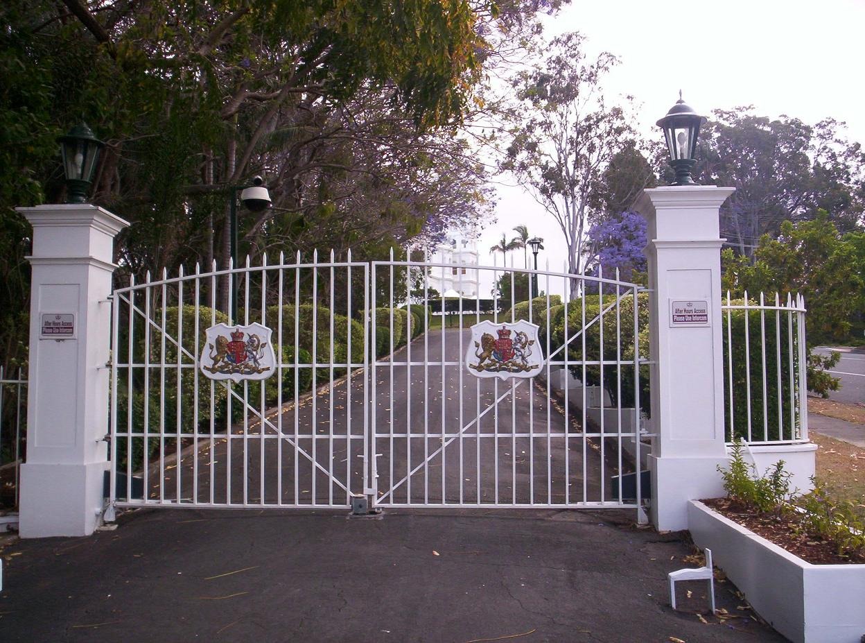 File Government House Gates Jpg Wikimedia Commons