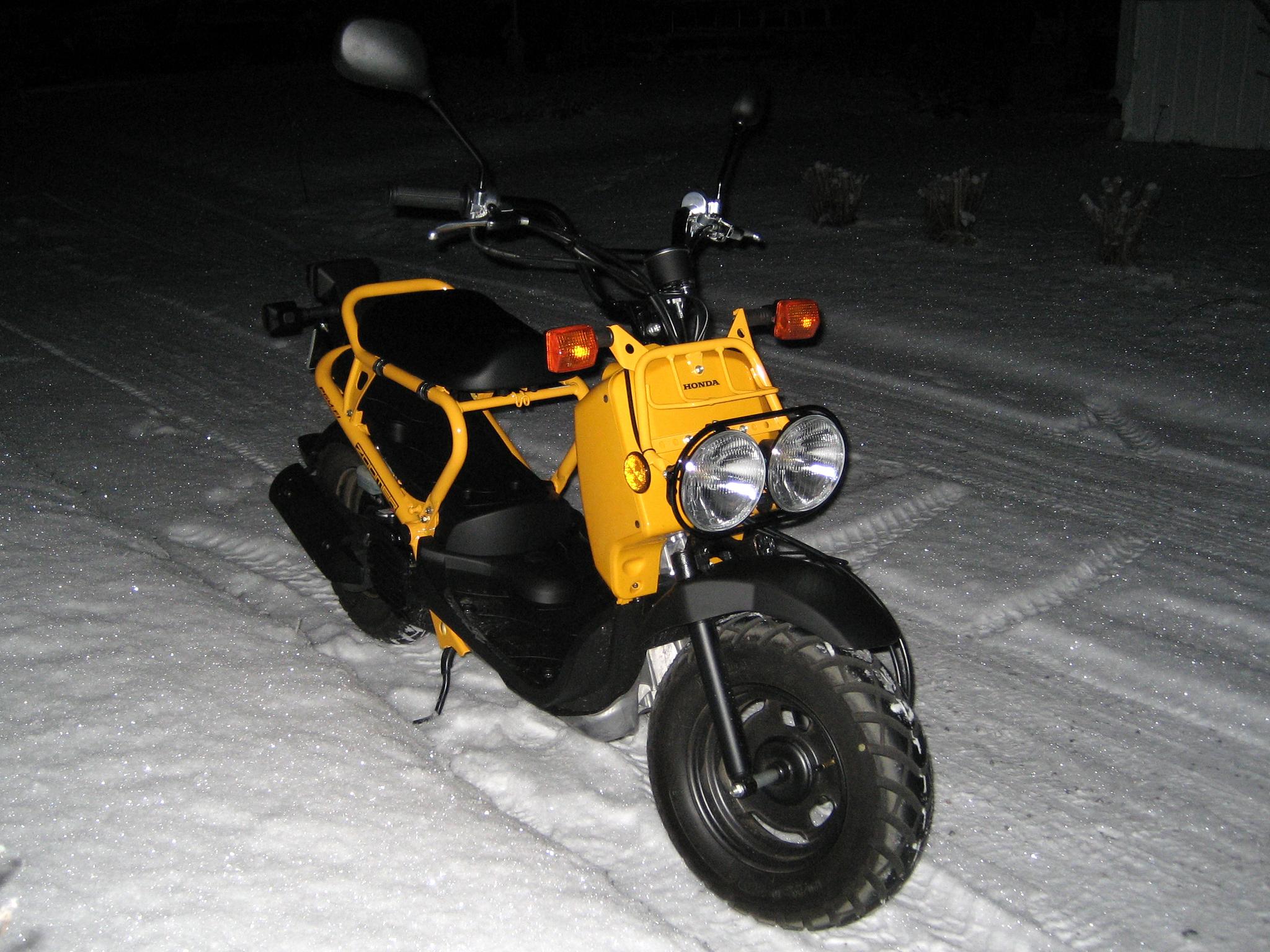 file honda zoomer winter driving     wikimedia commons
