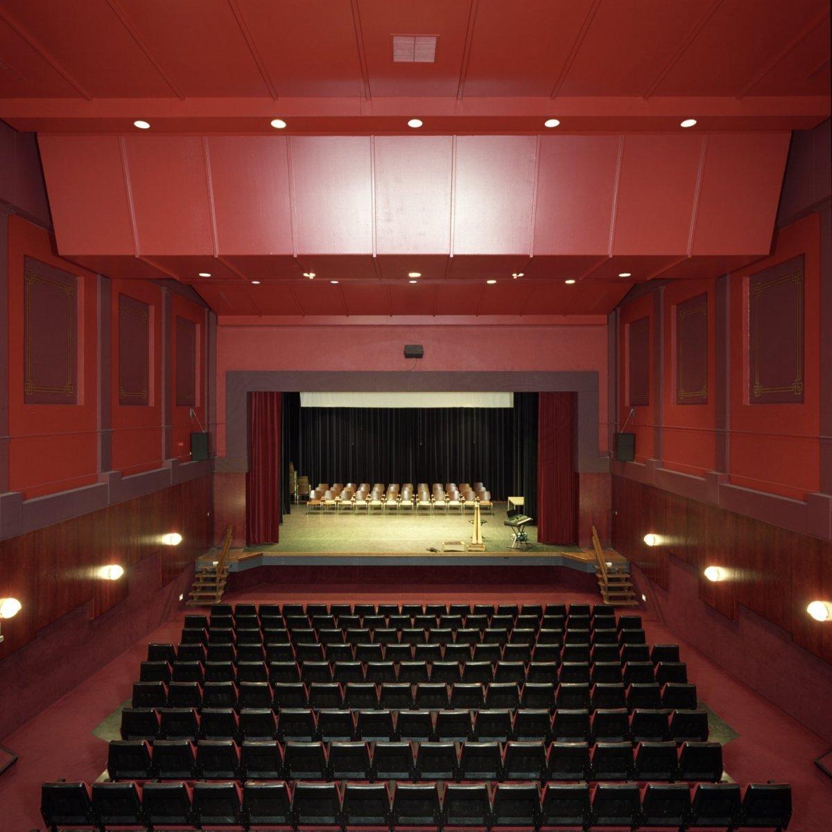 File:Interieur, overzicht zaal richting podium - Rijssen - 20397532 ...