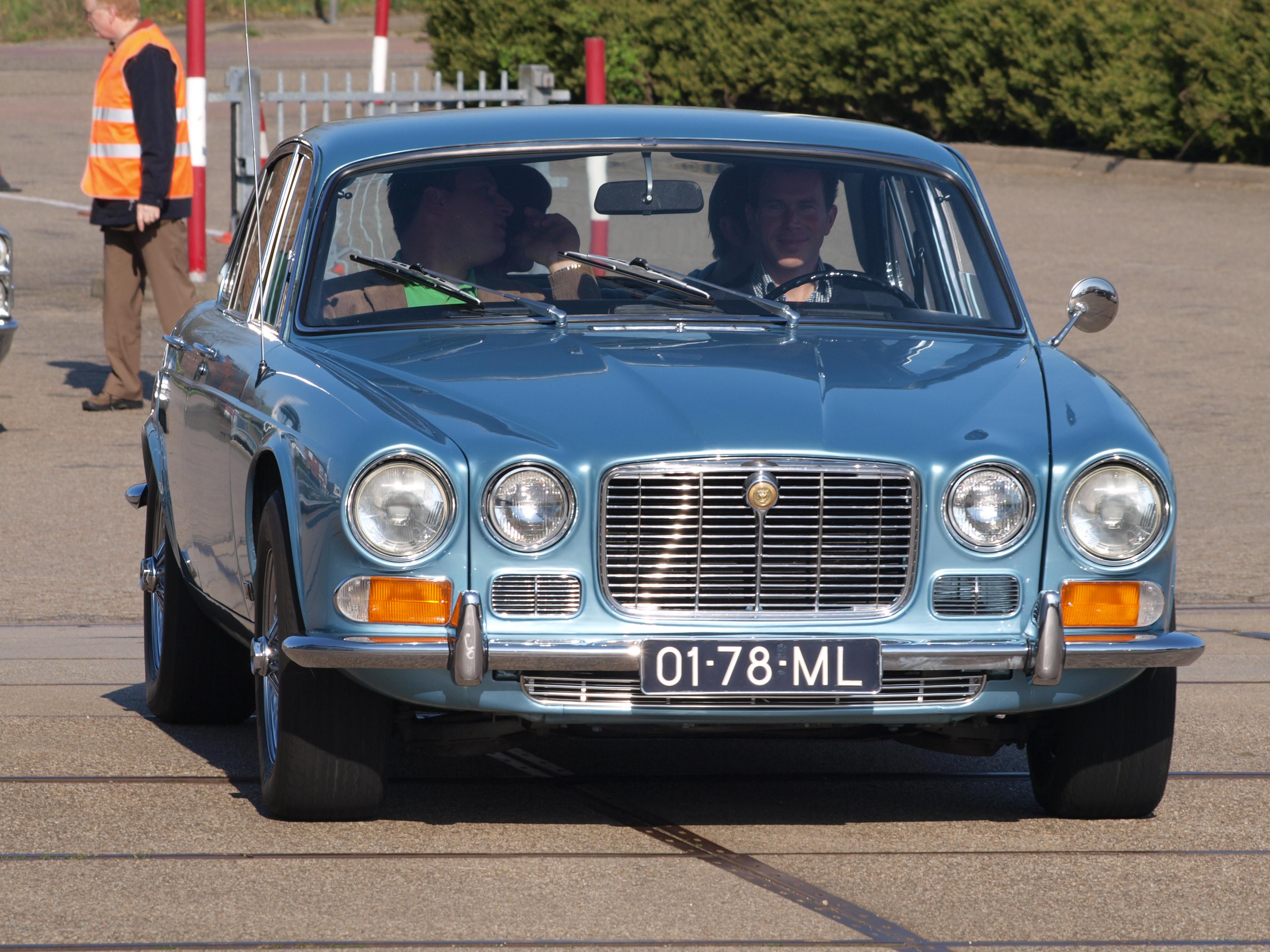 File:Jaguar XJ6-4.2 (1970), Dutch licecence registration ...