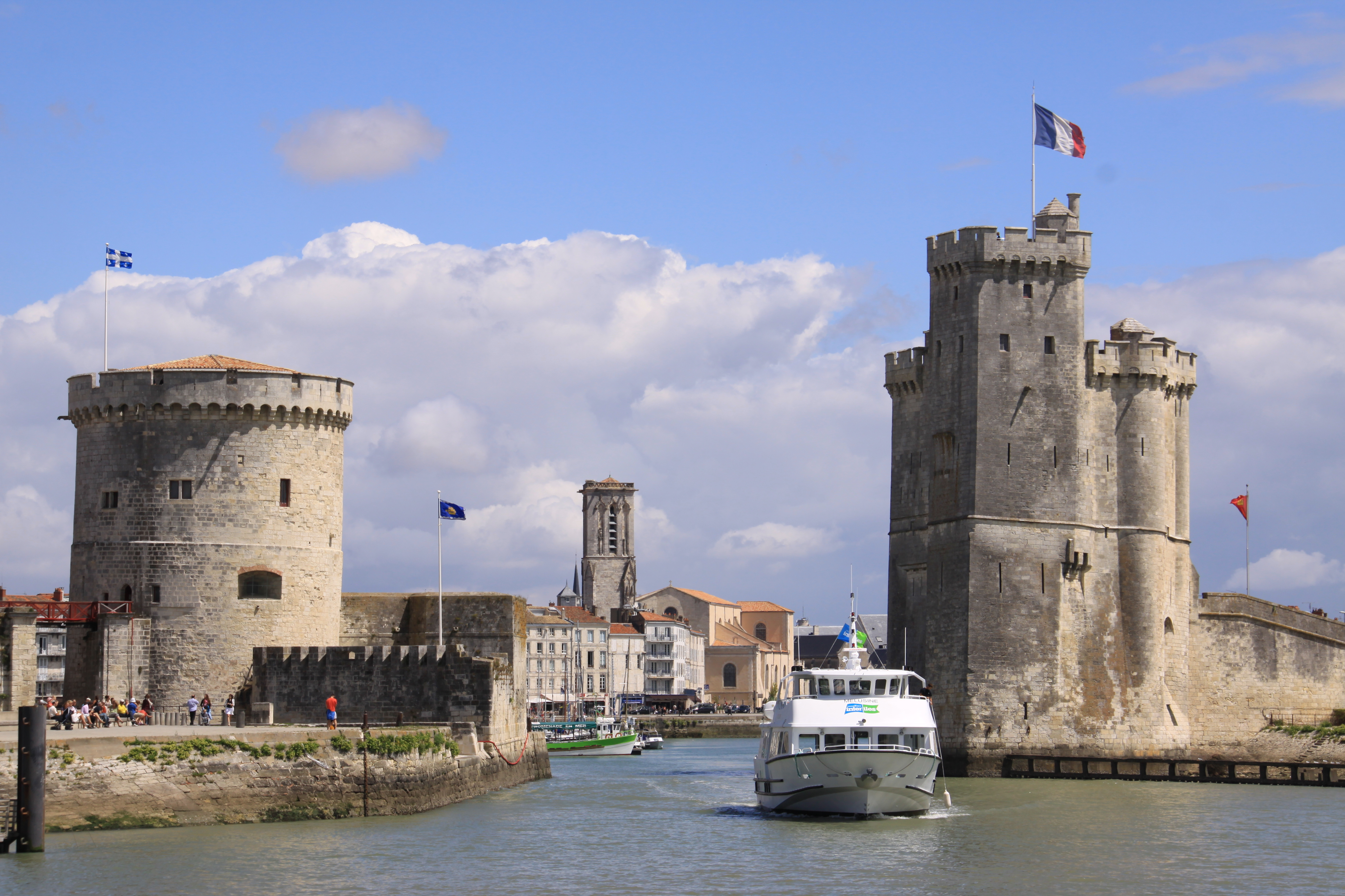 France 39 s coast of beauty from royan to la rochelle and for Archerie la rochelle