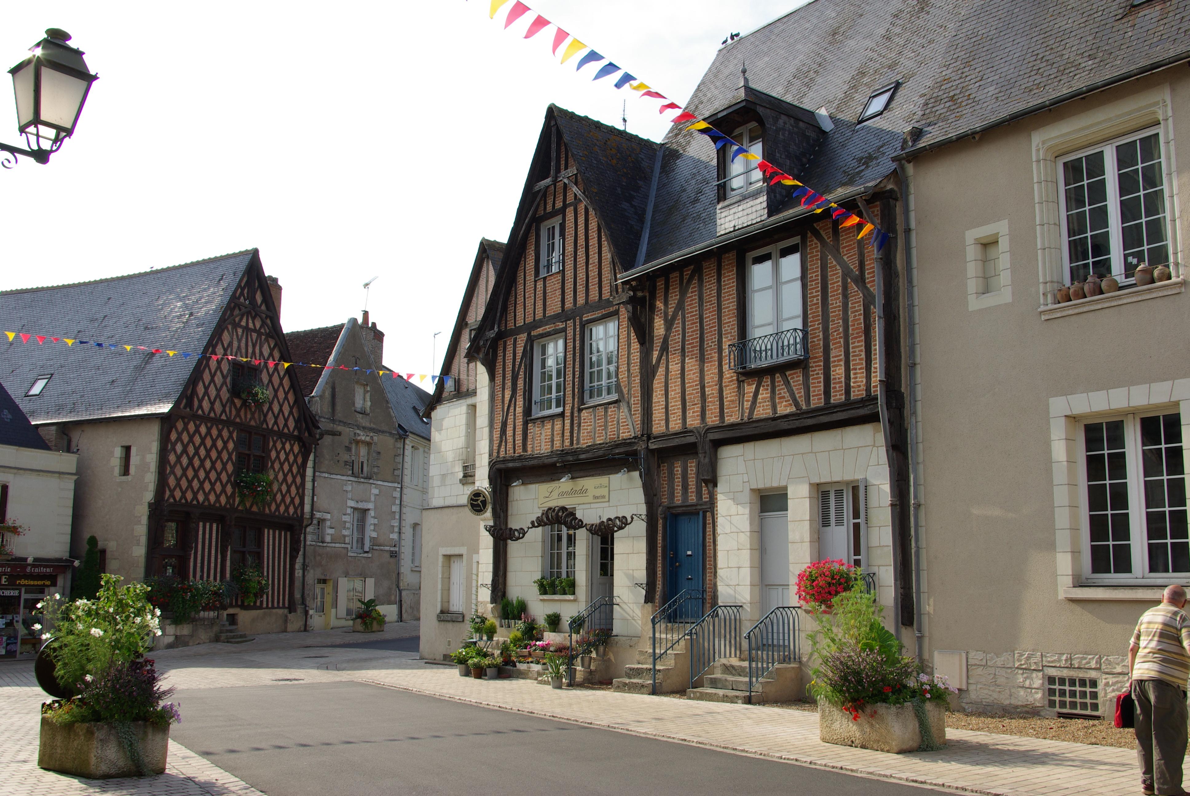 File maisons du xve luynes 37 jpg wikimedia commons for Aavi maison du gps
