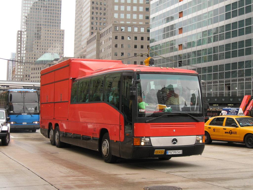 File Mercedes Benz O 404 Based Rotel Bus In Manhattan Jpg