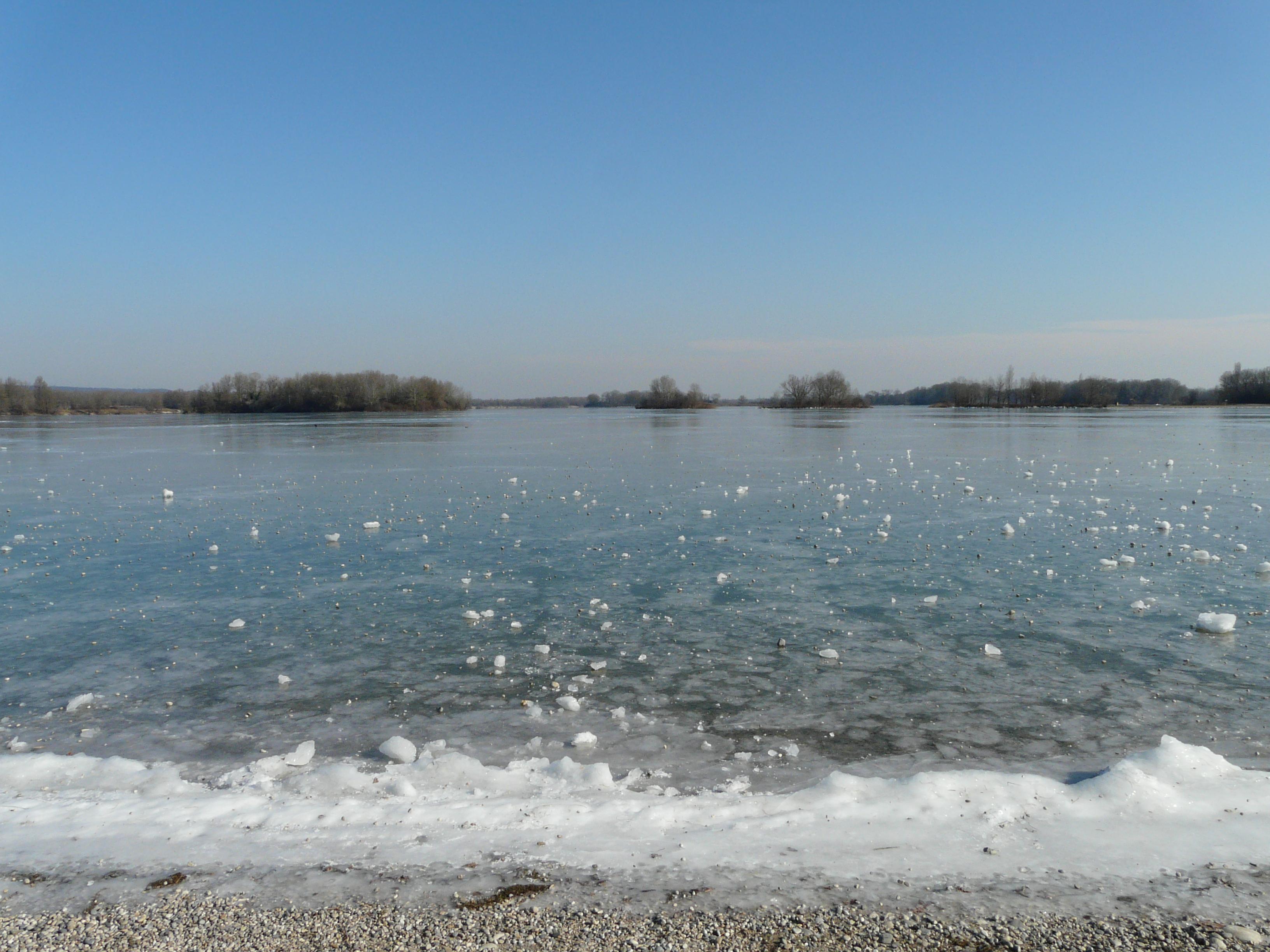 Plage Lac Des Vieilles Forges En Camping Car