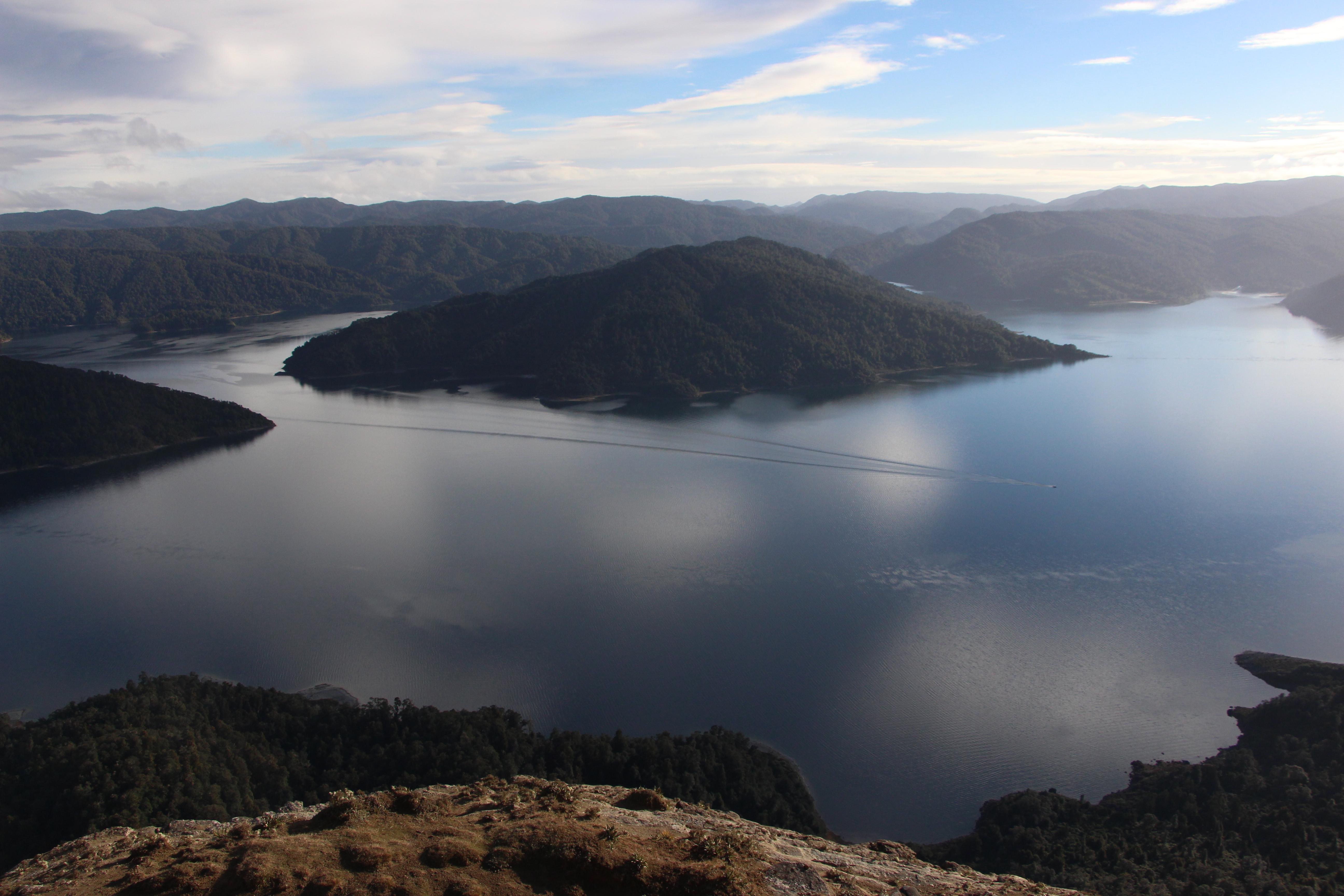 File:New Zealand, Great Walk Lake Waikaremoana (41) JPG
