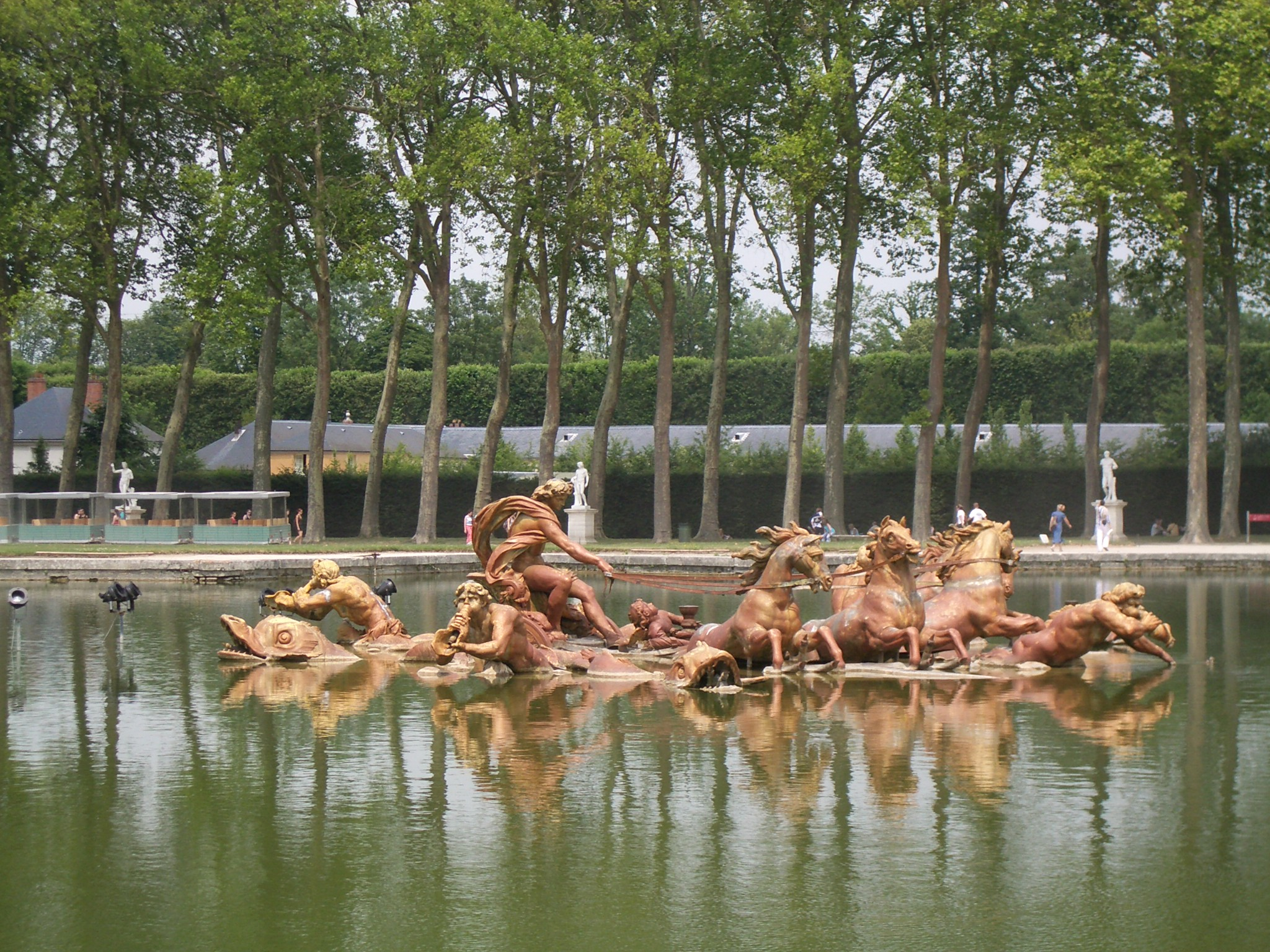 https://upload.wikimedia.org/wikipedia/commons/5/54/Palace_of_Versailles_Gardens_13.JPG
