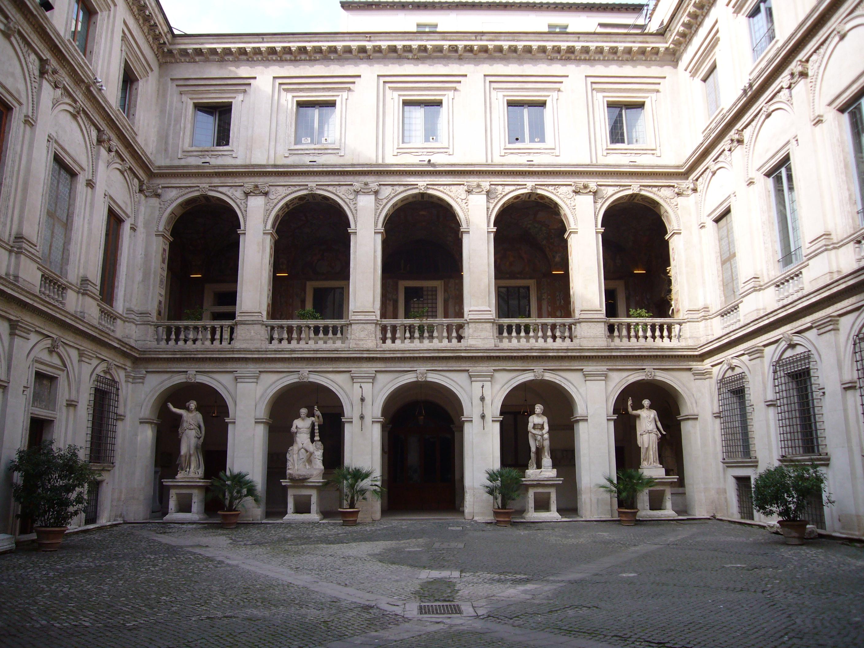 File palazzo altemps cortile 1010531 jpg wikimedia commons for Disegni del mazzo del cortile anteriore
