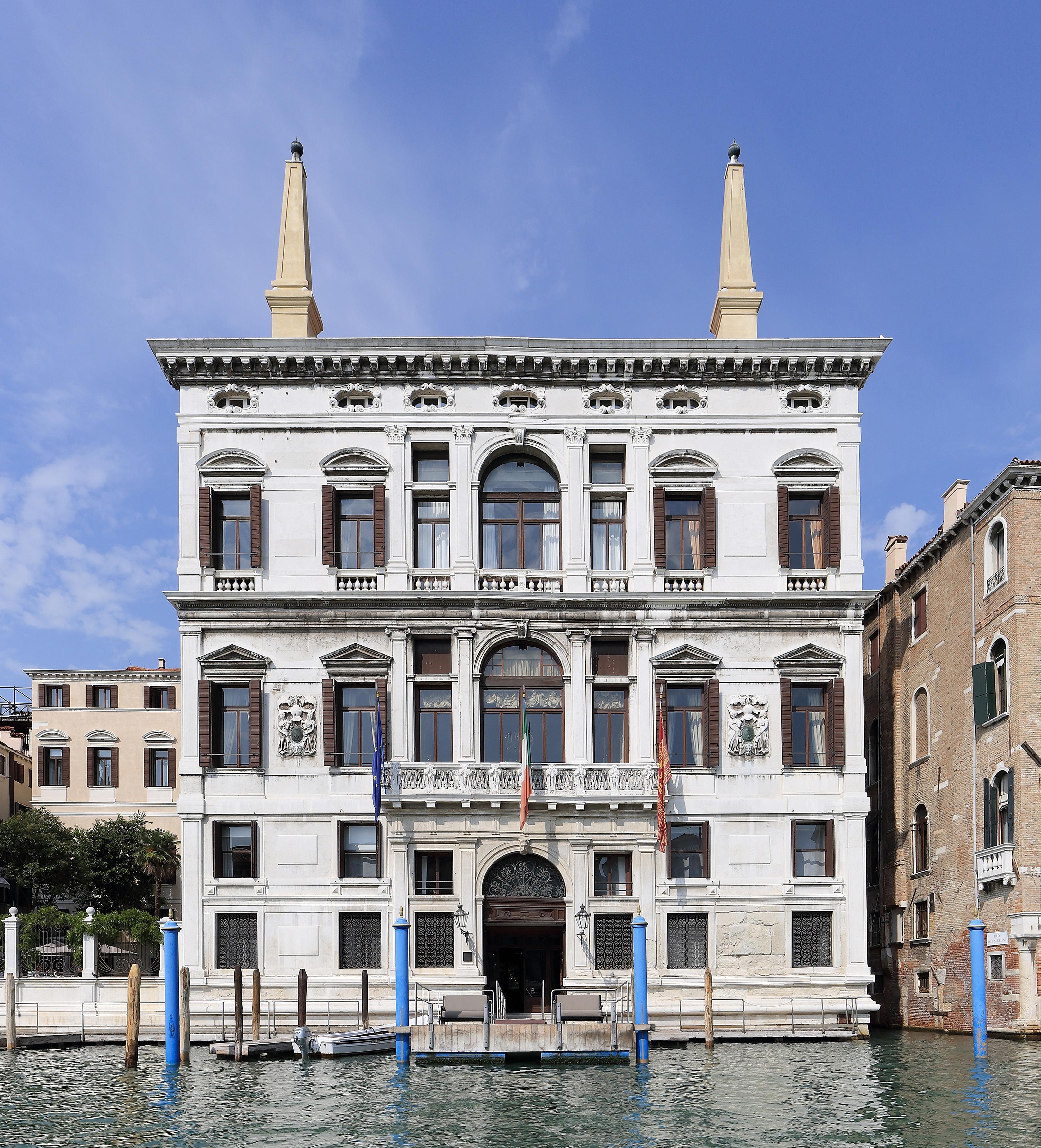 file palazzo papadopoli venice september