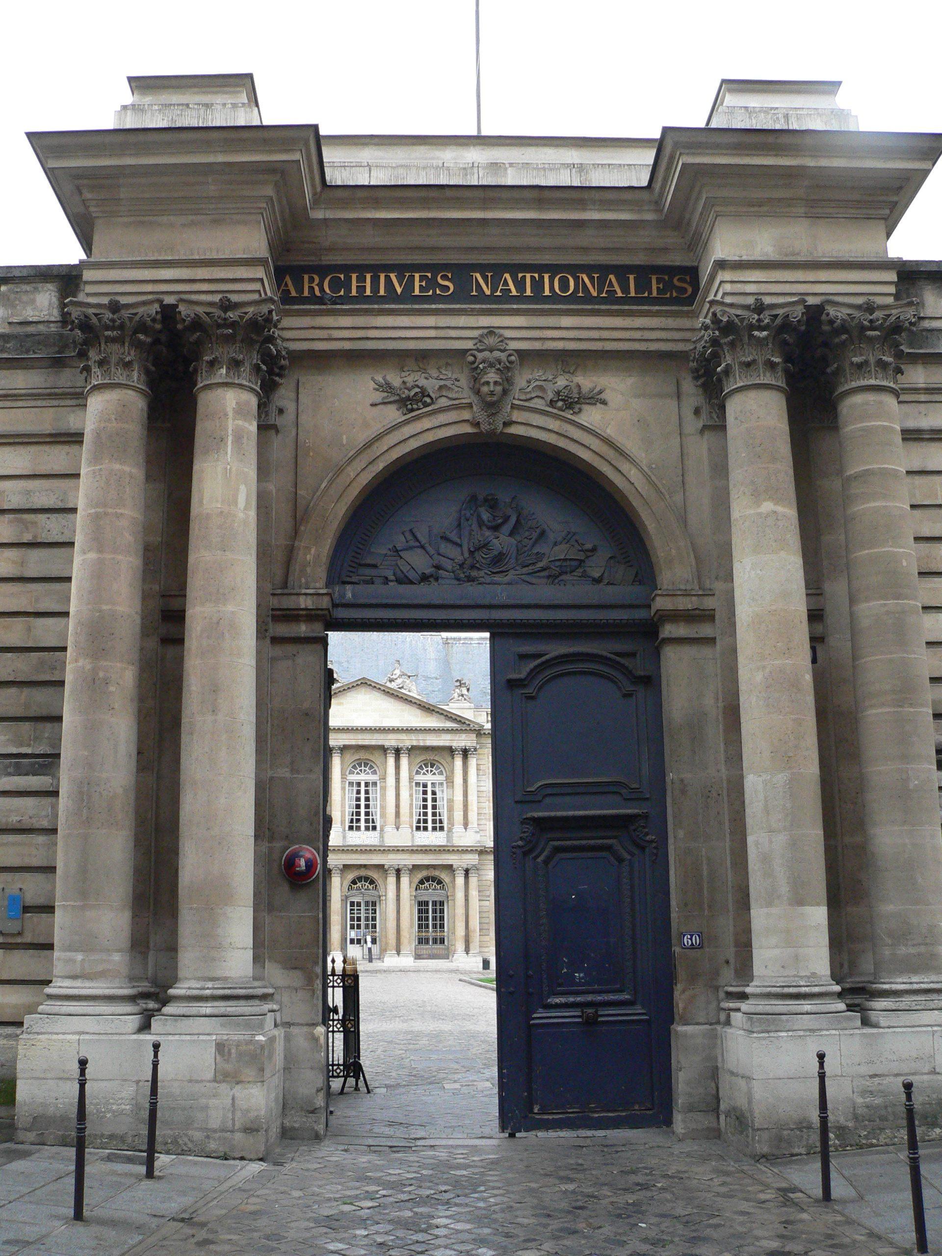 Portail des Archives nationales, rue des Francs-Bourgeois, Paris
