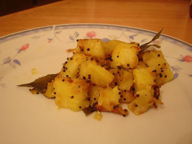 File:Potato Bhaaji (Spicy Indian potatoes).jpg - Wikipedia, the free ...