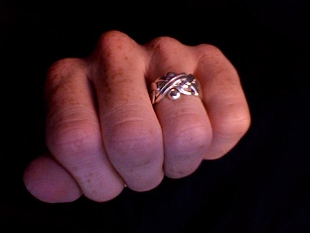 Verschlungener Ring
