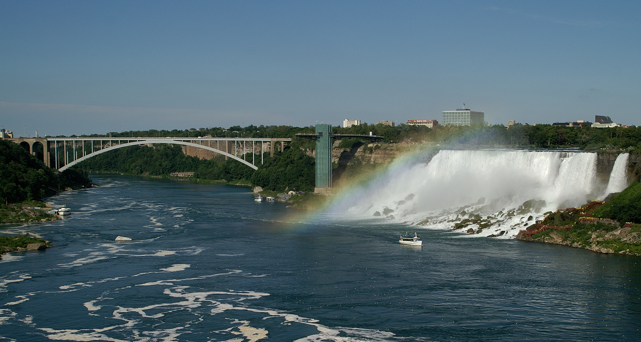 how to get to the reainbow bridge in niagara falls