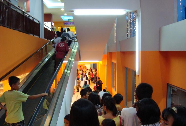 File:Ramayana Department Store, Kota Pematang Siantar (28).JPG