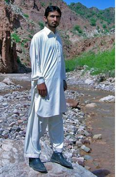 Men wearing shalwar kameez