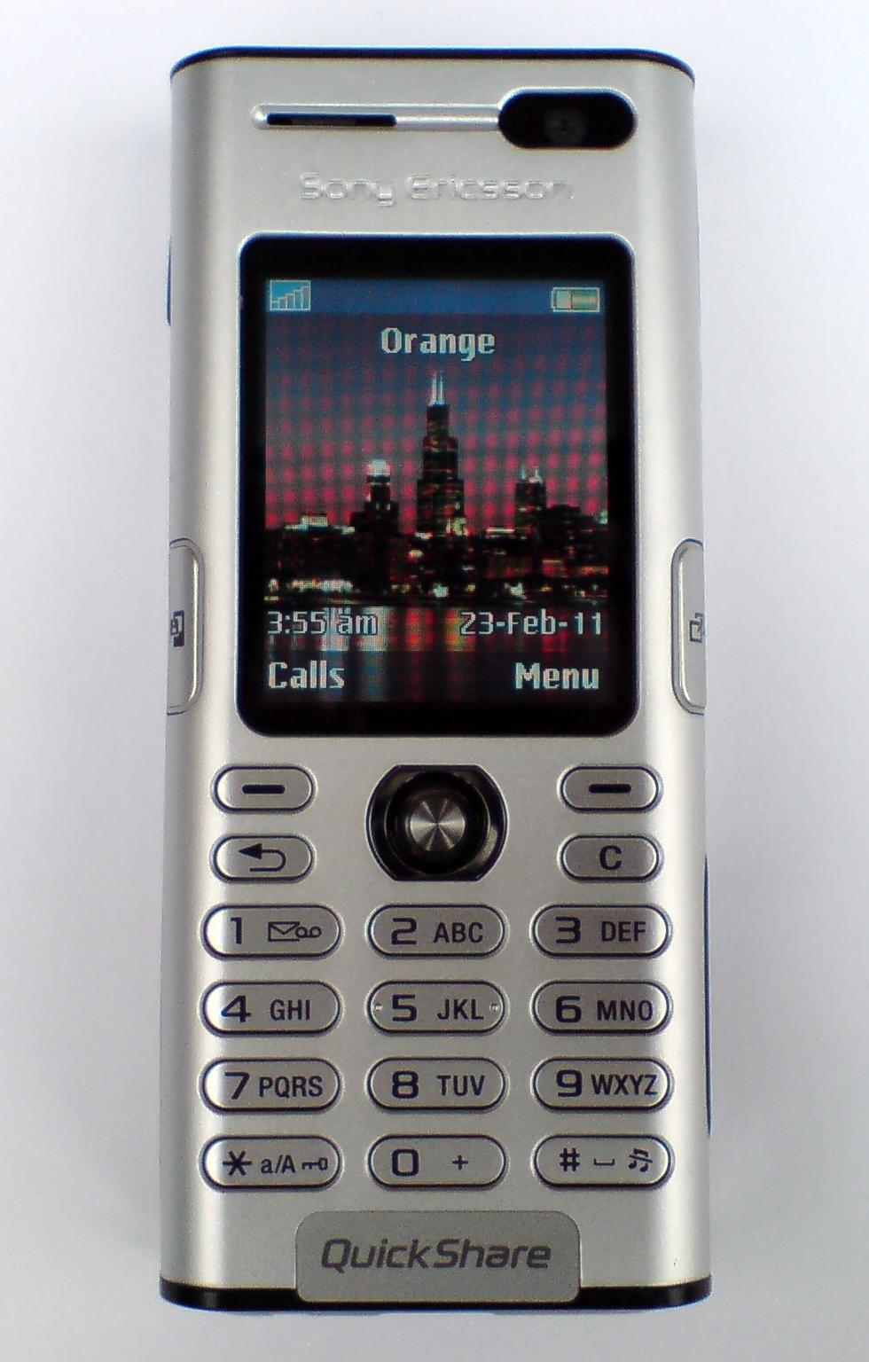 Mans pirmais mobilais telefons, vai kādi telefoni man ir bijuši - Page 2 Sony_Ericsson_K600i,_front,_switched_on