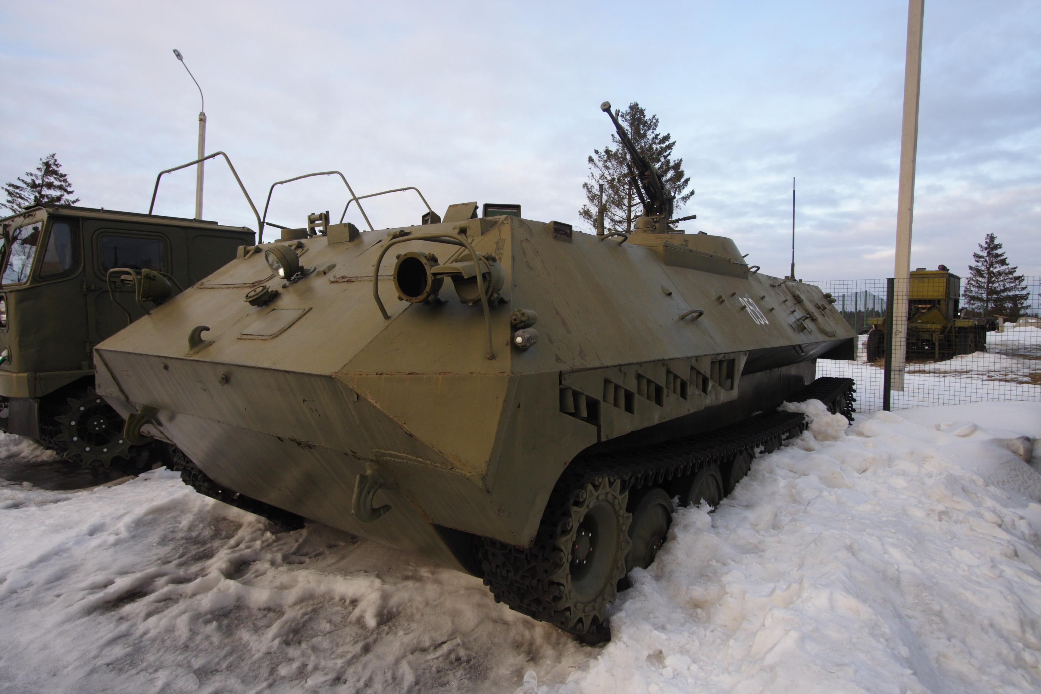 Машина старшего офицера батареи 1В13