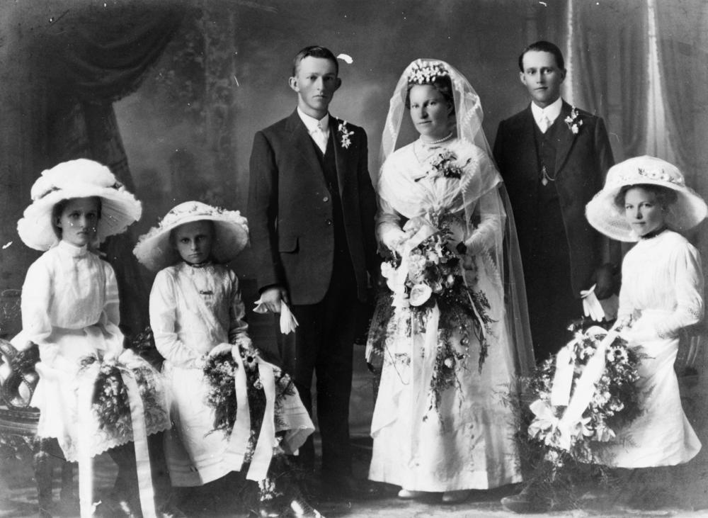 File Statelibqld 1 179739 Wedding Party Of Ernest And