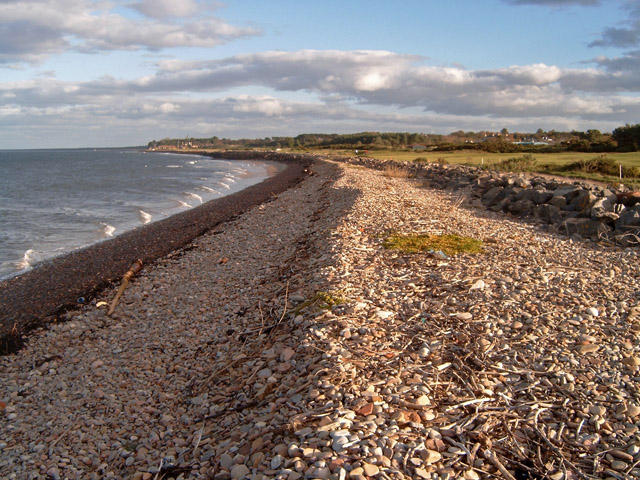 Steep shingle storm beach The shingle storm beach alongside a section of the Nairn Golf Course has several ridges and is backed by large stone blocks which provide defence against wave action.