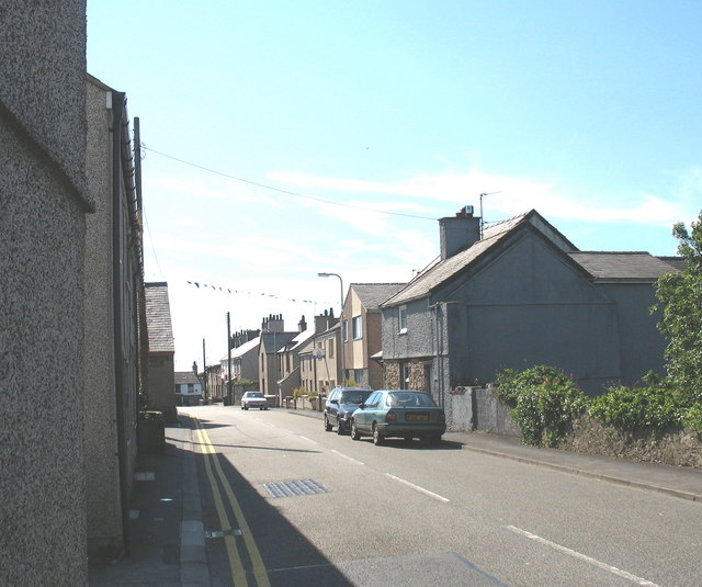 The eastern section of the Stryd Fawr (High Street) - geograph.org.uk - 522556