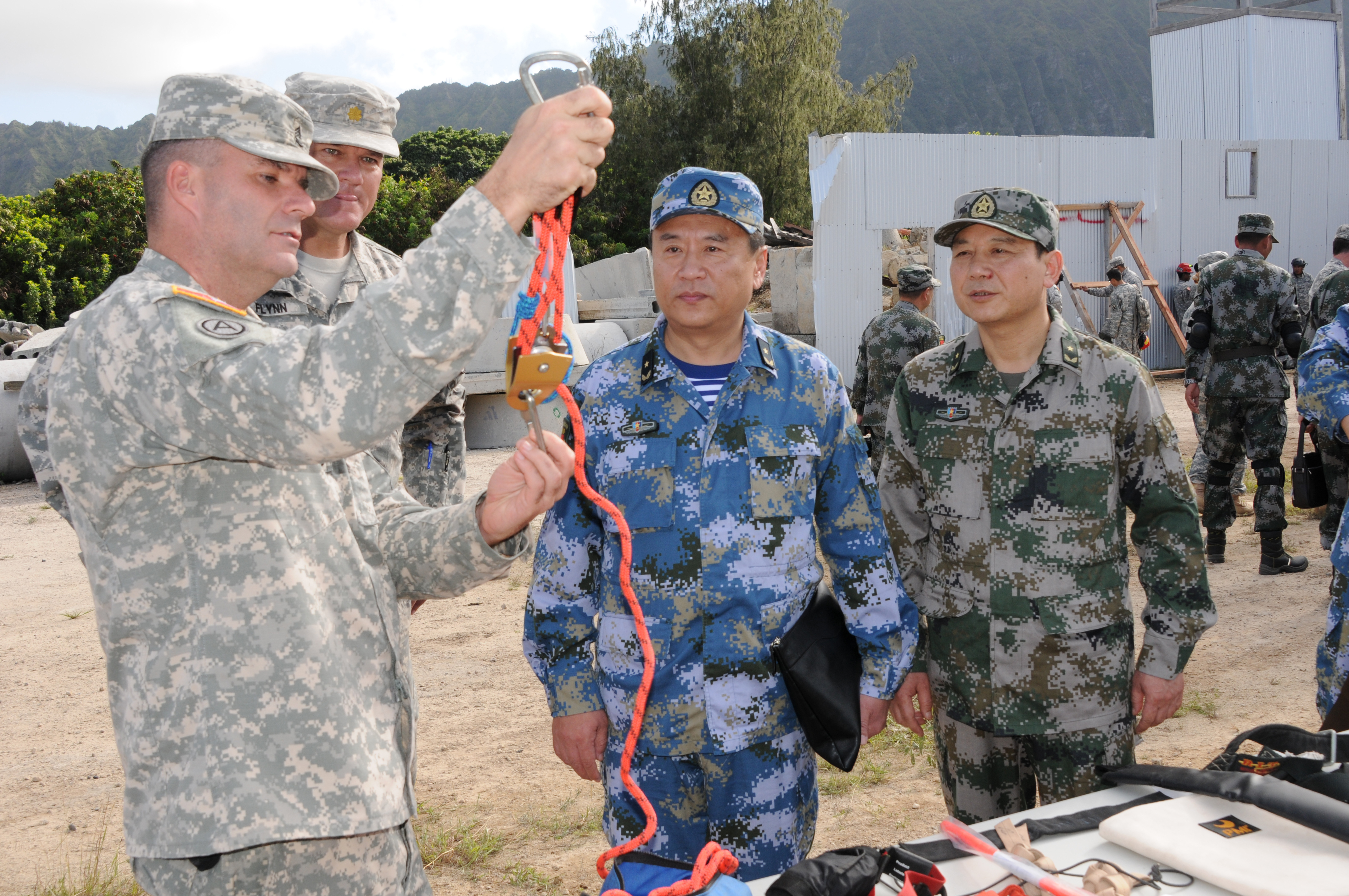 File:U.S. Soldiers with the Hawaii Army National Guard chemical ...