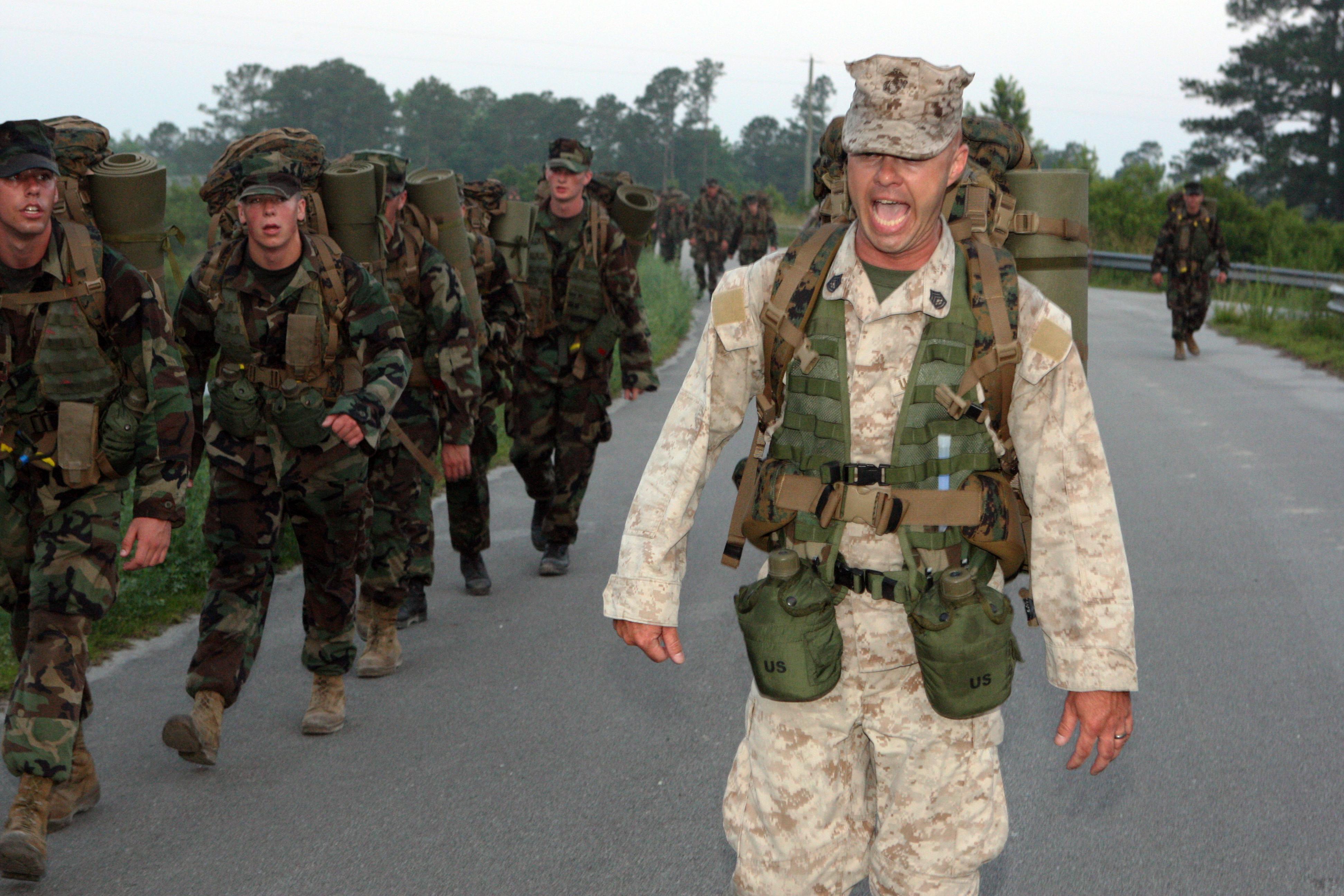 File:US Navy 090602-M-4678K-005 U.S. Marine Gunnery Sgt ...