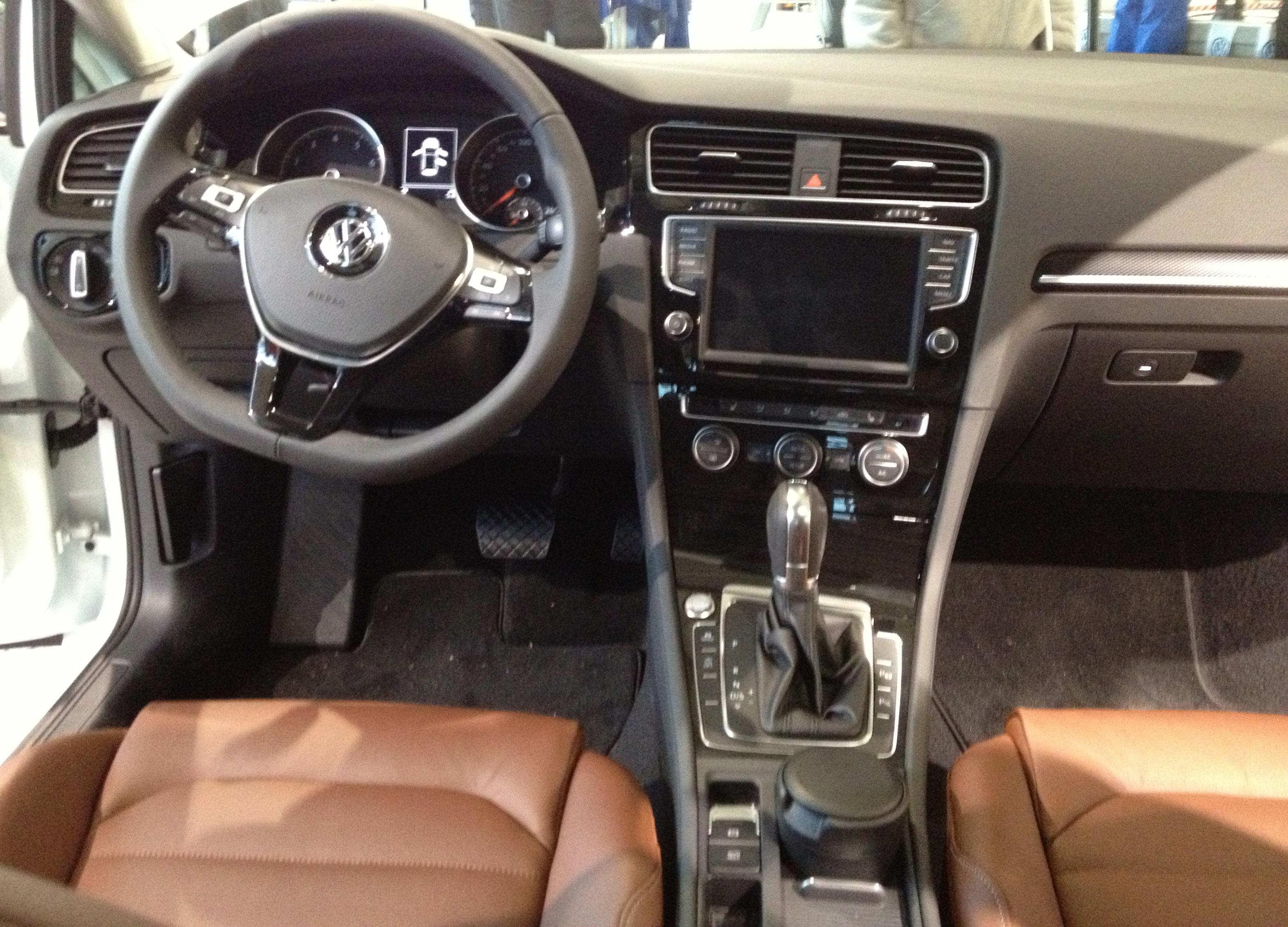 File:VW Golf VI...