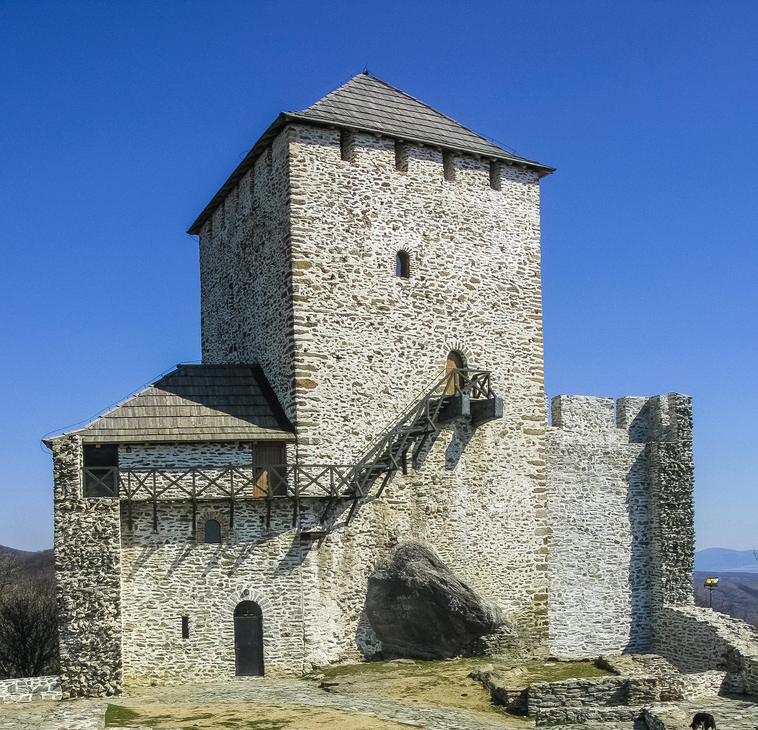 File:Vršačka kula posle obnove2.jpg - Wikimedia Commons